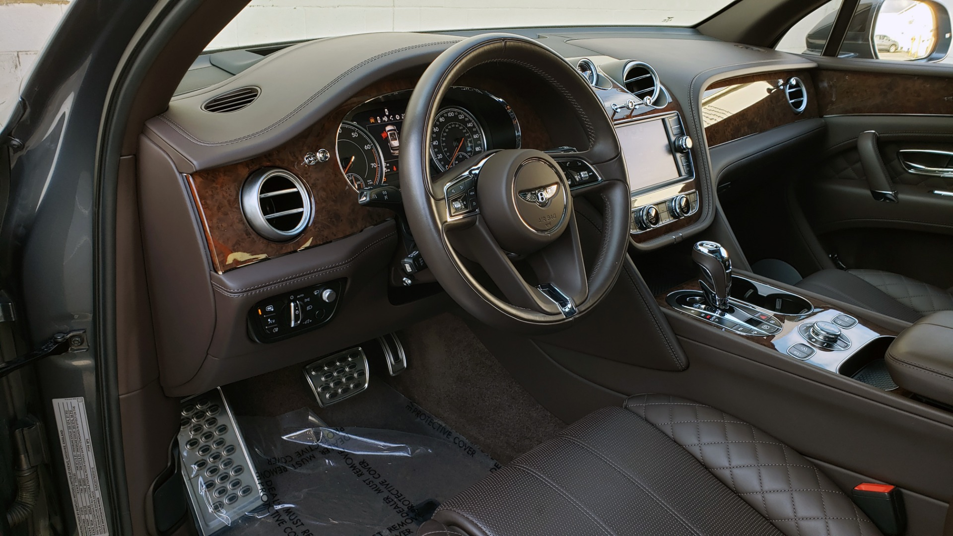 Used 2017 Bentley BENTAYGA W12 600HP / NAV / HUD / PANO-ROOF / VENT SEATS / REARVIEW for sale $144,995 at Formula Imports in Charlotte NC 28227 50