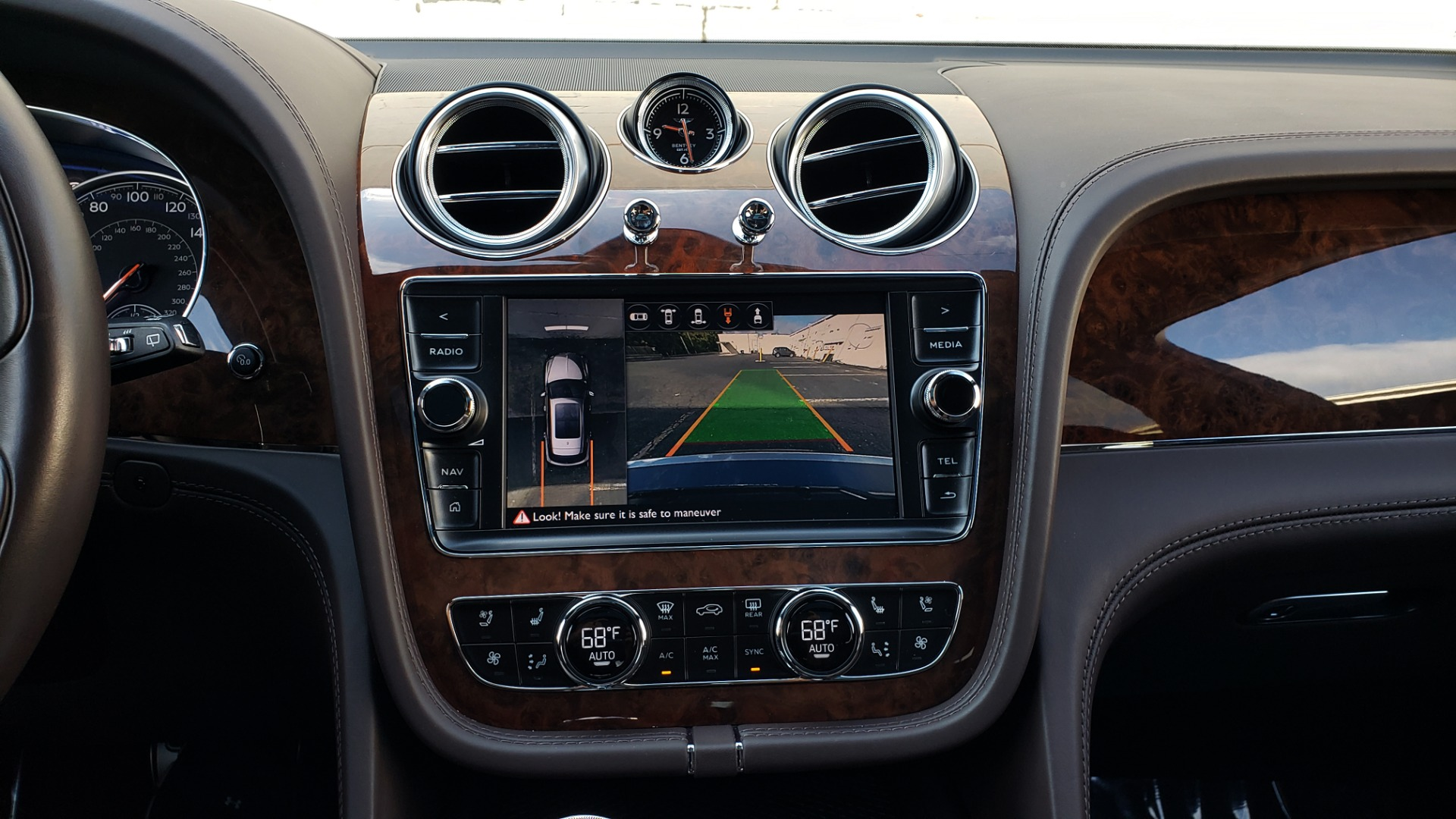 Used 2017 Bentley BENTAYGA W12 600HP / NAV / HUD / PANO-ROOF / VENT SEATS / REARVIEW for sale $144,995 at Formula Imports in Charlotte NC 28227 59