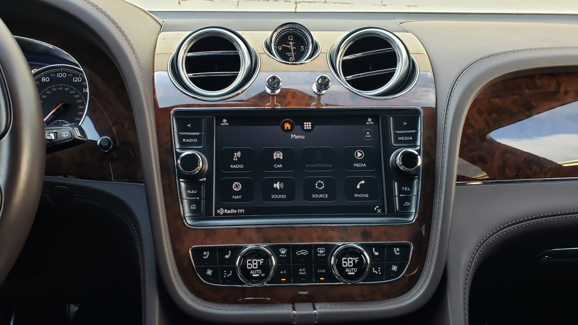 Used 2017 Bentley BENTAYGA W12 600HP / NAV / HTD SEATS / PANO-ROOF / REARVIEW / 21IN WHEELS for sale $149,995 at Formula Imports in Charlotte NC 28227 61