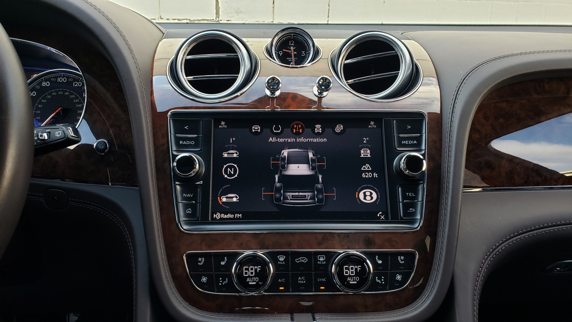 Used 2017 Bentley BENTAYGA W12 600HP / NAV / HUD / PANO-ROOF / VENT SEATS / REARVIEW for sale $144,995 at Formula Imports in Charlotte NC 28227 62