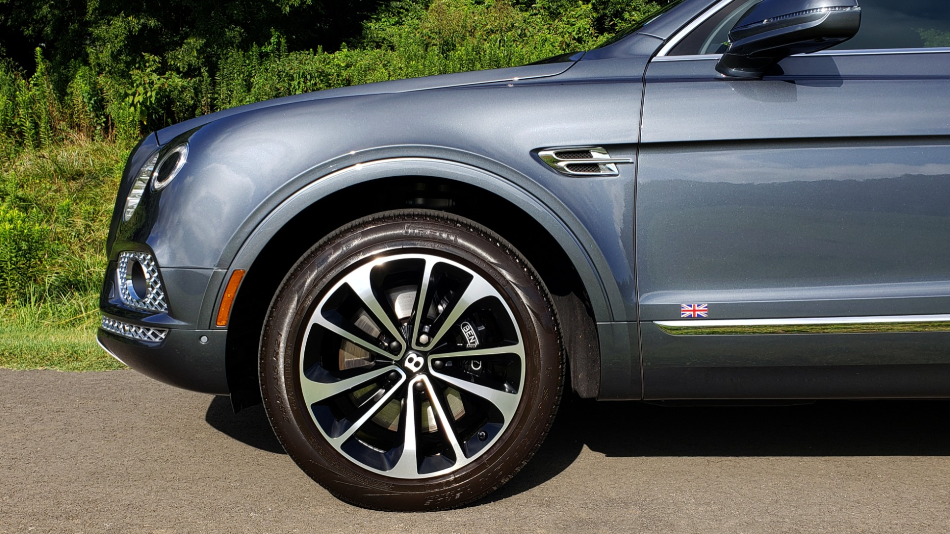 Used 2017 Bentley BENTAYGA W12 600HP / NAV / HTD SEATS / PANO-ROOF / REARVIEW / 21IN WHEELS for sale $149,995 at Formula Imports in Charlotte NC 28227 9