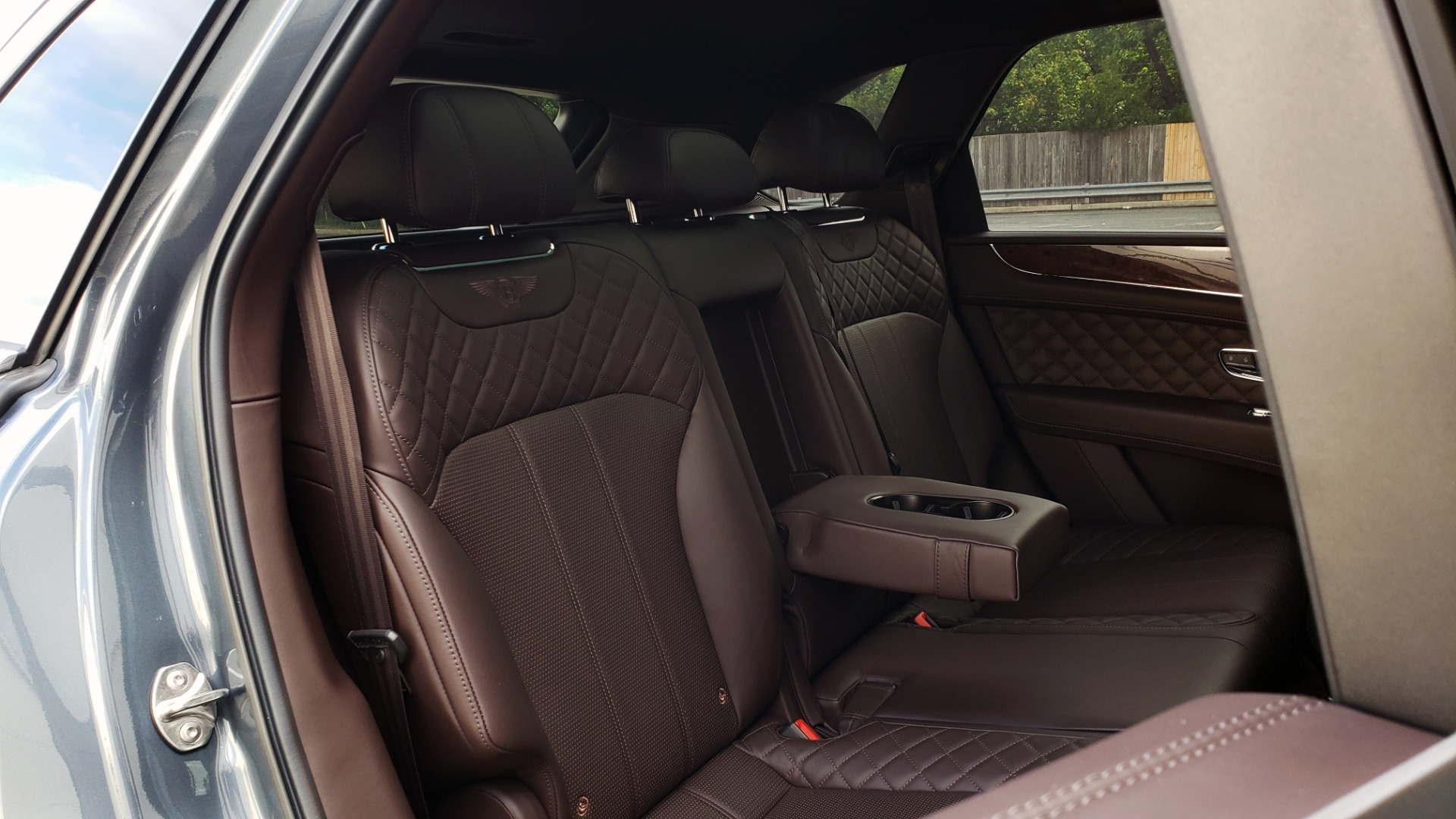 Used 2017 Bentley BENTAYGA W12 600HP / NAV / HTD SEATS / PANO-ROOF / REARVIEW / 21IN WHEELS for sale $149,995 at Formula Imports in Charlotte NC 28227 96