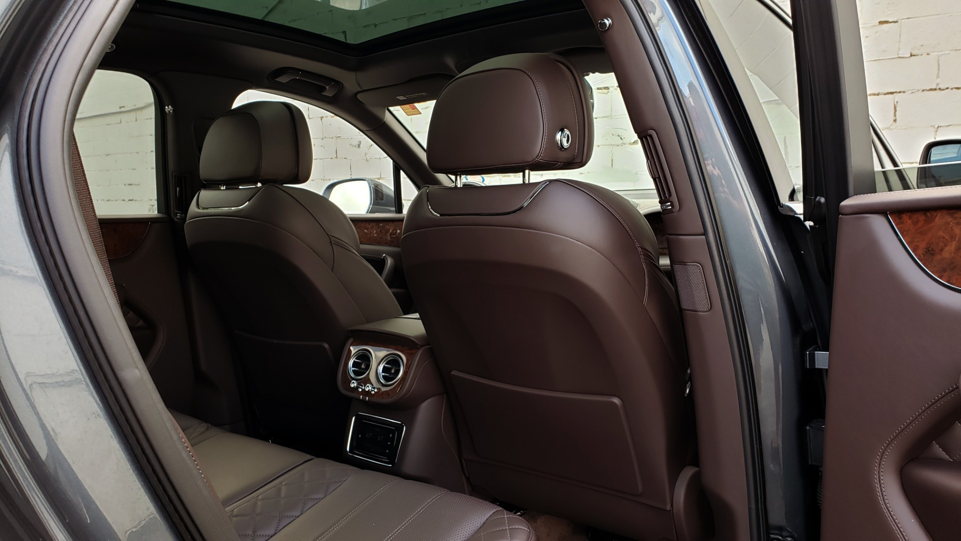 Used 2017 Bentley BENTAYGA W12 600HP / NAV / HTD SEATS / PANO-ROOF / REARVIEW / 21IN WHEELS for sale $149,995 at Formula Imports in Charlotte NC 28227 99