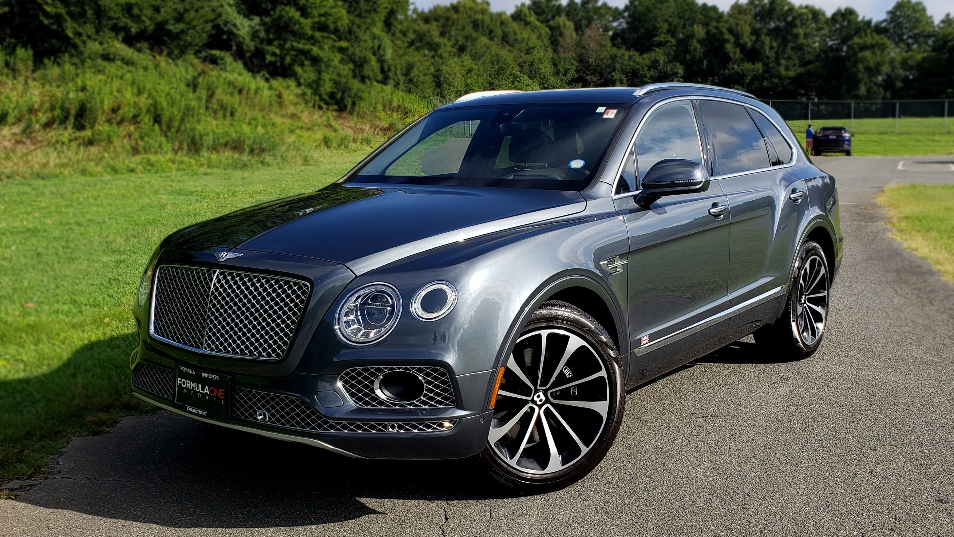 Used 2017 Bentley BENTAYGA W12 600HP / NAV / HUD / PANO-ROOF / VENT SEATS / REARVIEW for sale $144,995 at Formula Imports in Charlotte NC 28227 1