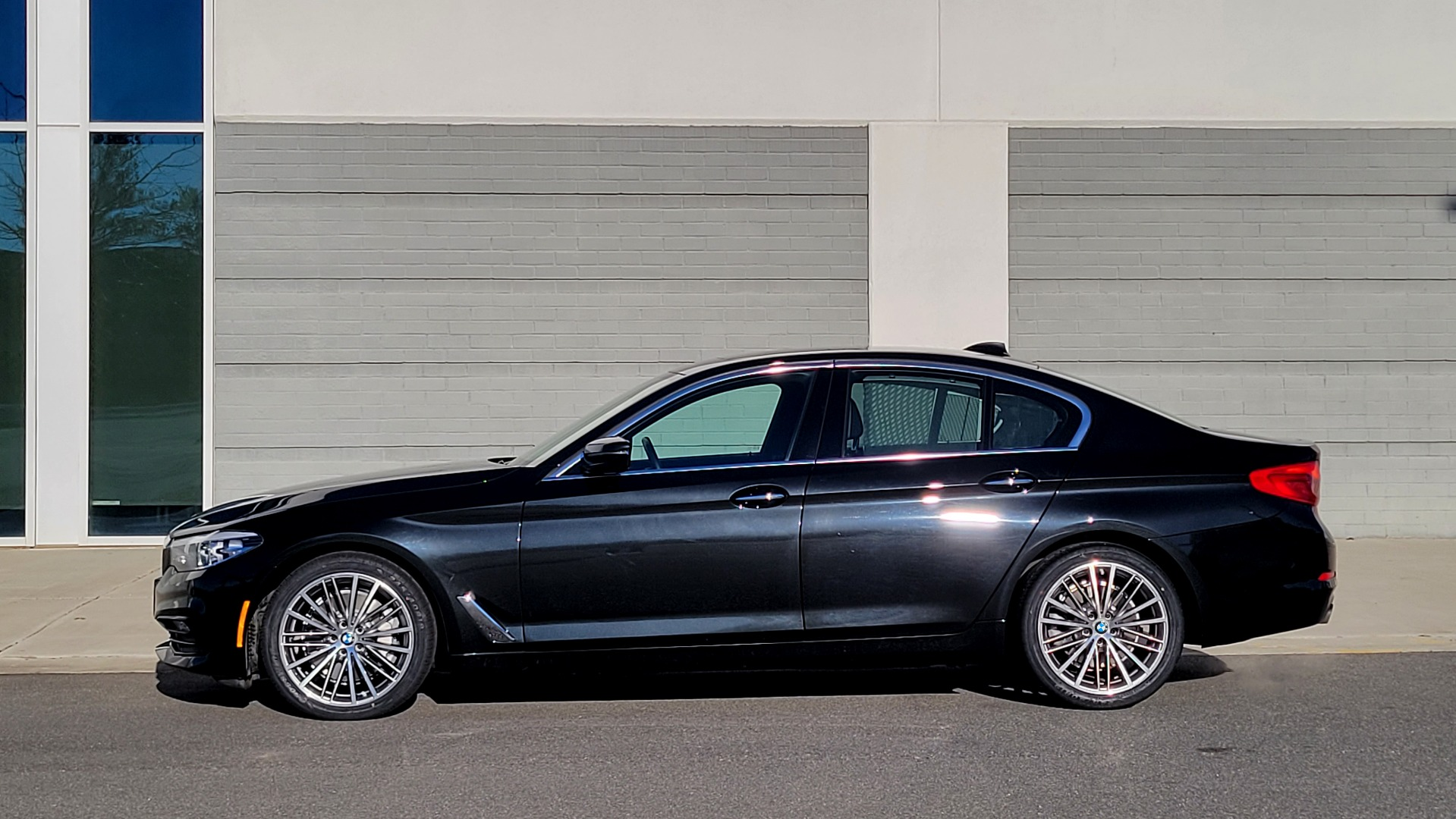 Used 2017 BMW 5 SERIES 530I XDRIVE PREMIUM / NAV / SUNROOF / PARK ASST / CLOD WTHR / REARVIEW for sale Sold at Formula Imports in Charlotte NC 28227 4