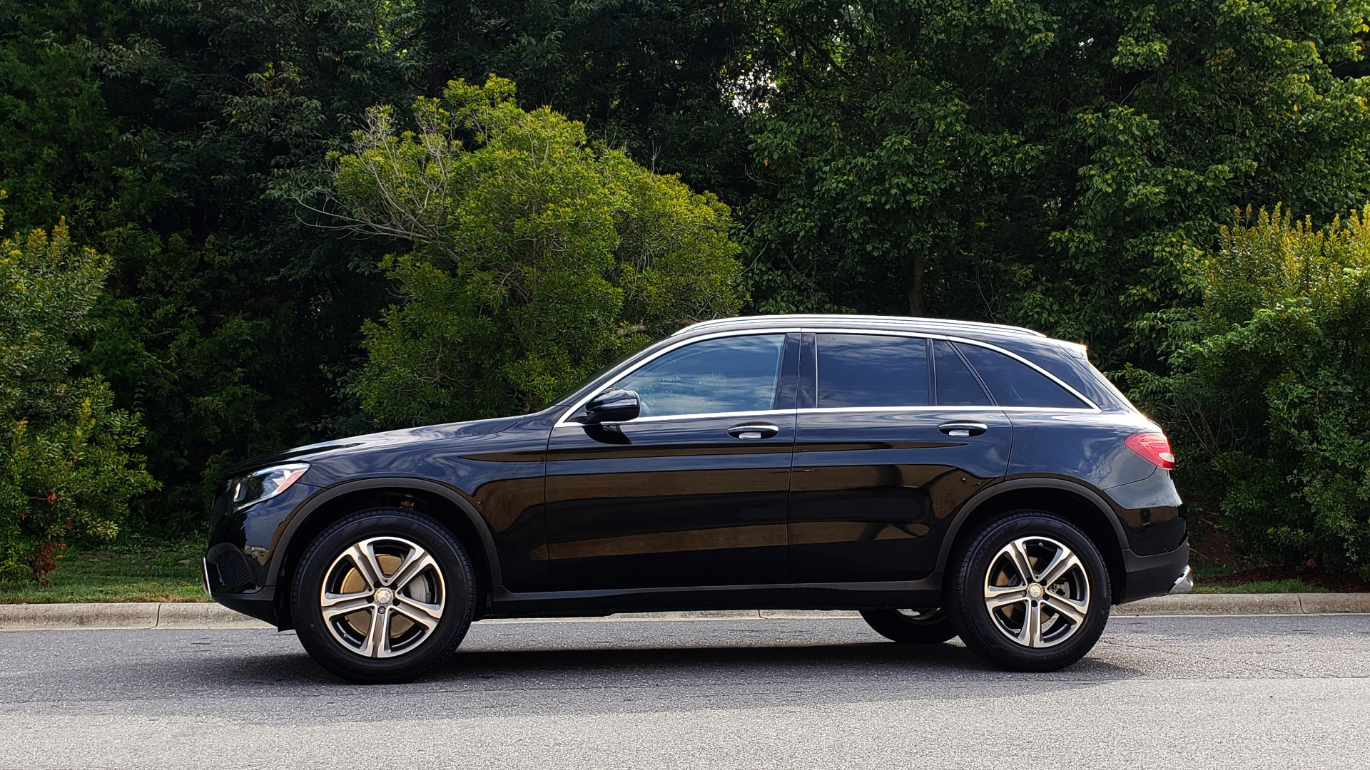 Used 2016 Mercedes-Benz GLC 300 / PANO-ROOF / HEATED SEATS / REARVIEW / NEW TIRES for sale Sold at Formula Imports in Charlotte NC 28227 2