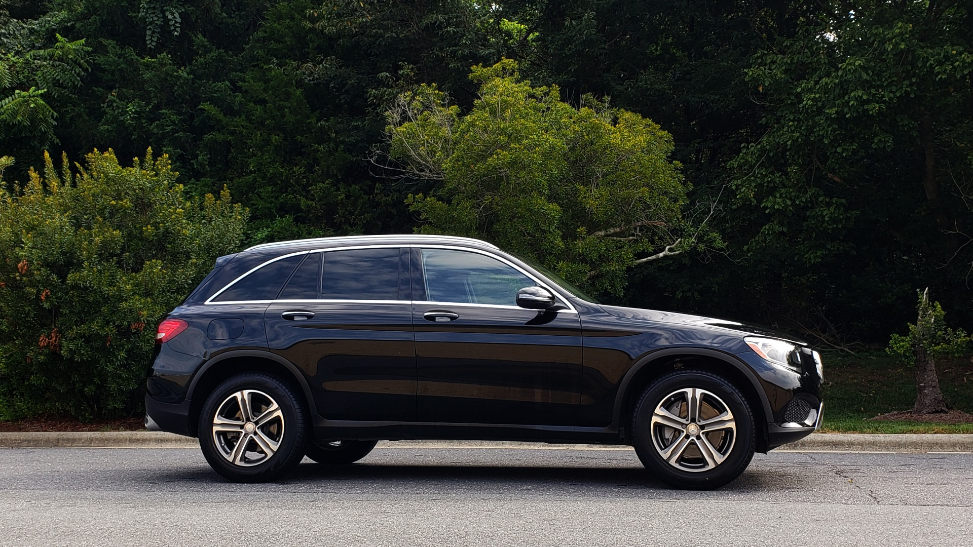 Used 2016 Mercedes-Benz GLC 300 / PANO-ROOF / HEATED SEATS / REARVIEW / NEW TIRES for sale Sold at Formula Imports in Charlotte NC 28227 5