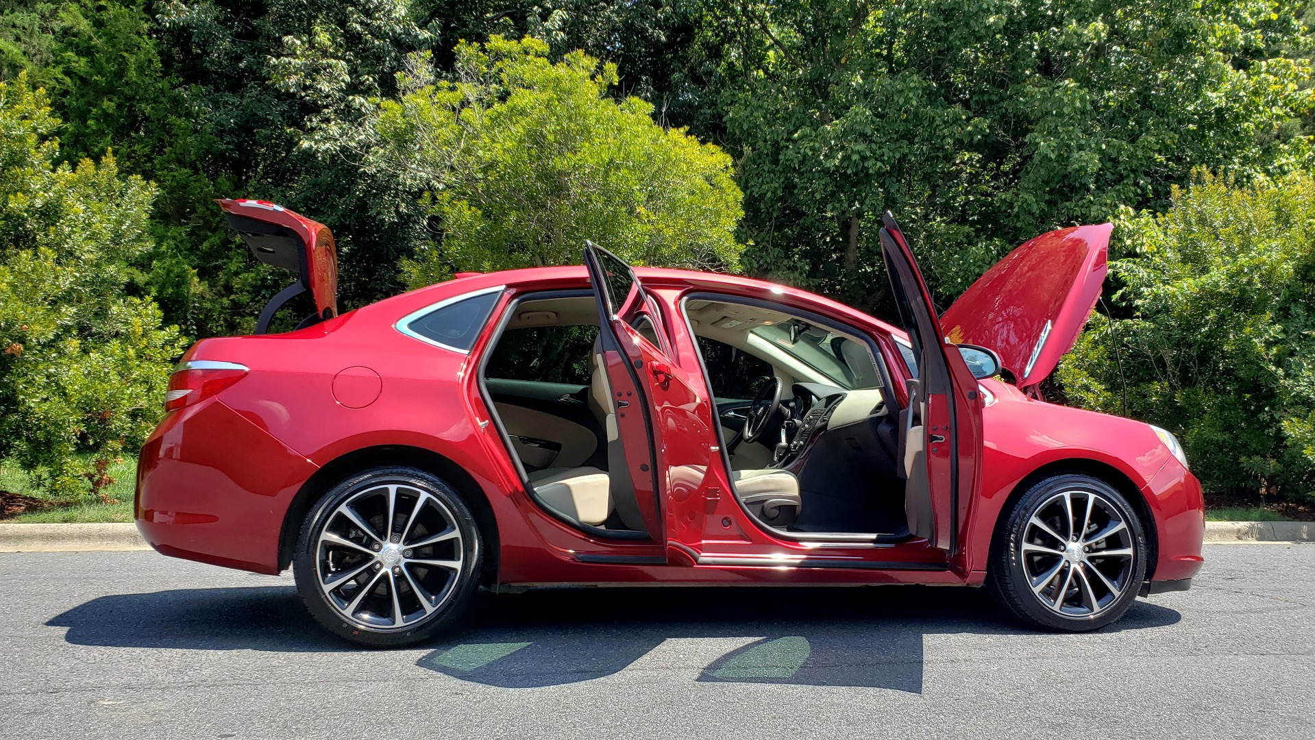Used 2016 Buick VERANO SPORT TOURING / SUNROOF / HTD STS / 18IN WHEELS / REARVIEW for sale Sold at Formula Imports in Charlotte NC 28227 11