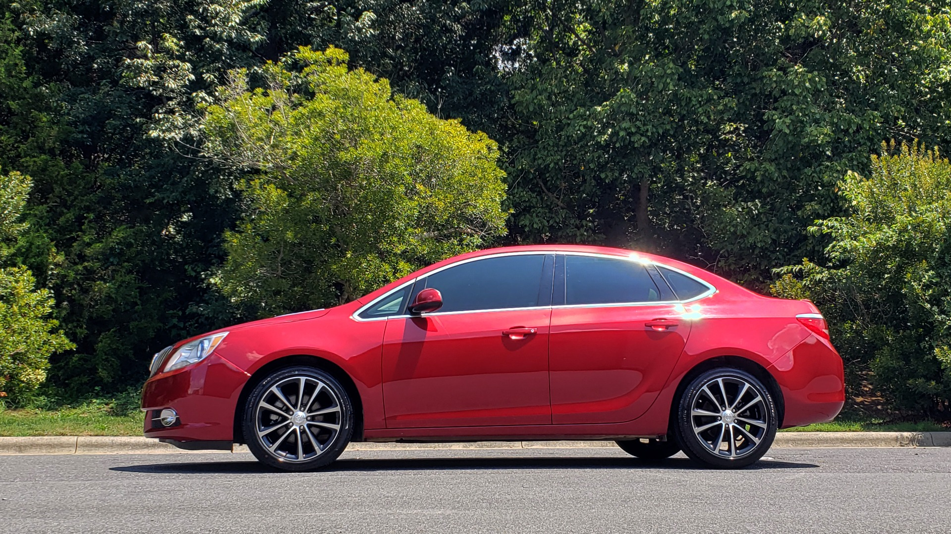 Used 2016 Buick VERANO SPORT TOURING / SUNROOF / HTD STS / 18IN WHEELS / REARVIEW for sale Sold at Formula Imports in Charlotte NC 28227 2