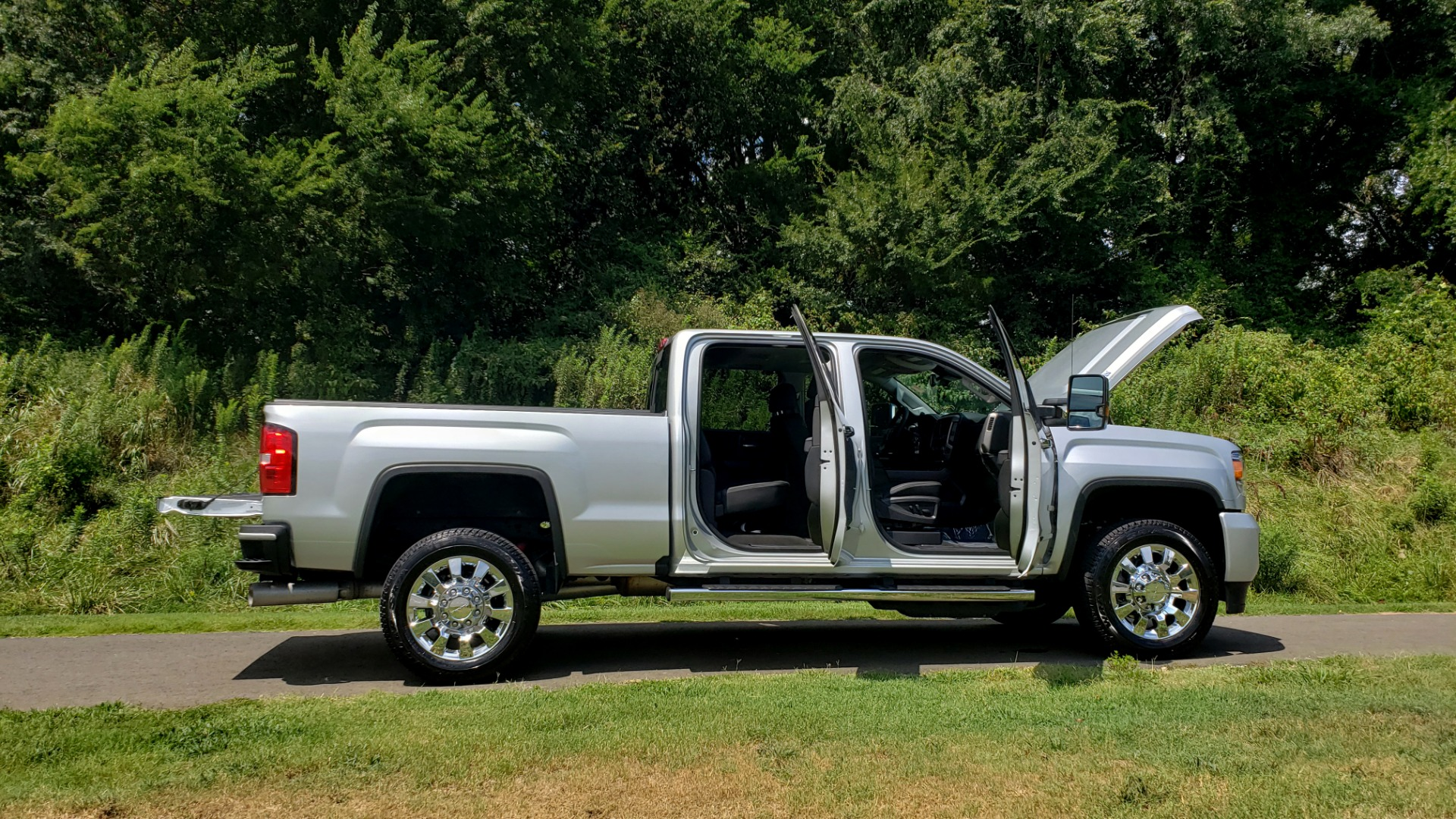Used 2018 GMC SIERRA 2500HD DENALI 4WD / 6.6L DURAMAX / NAV / SUNROOF / BOSE / REARVIEW for sale Sold at Formula Imports in Charlotte NC 28227 29