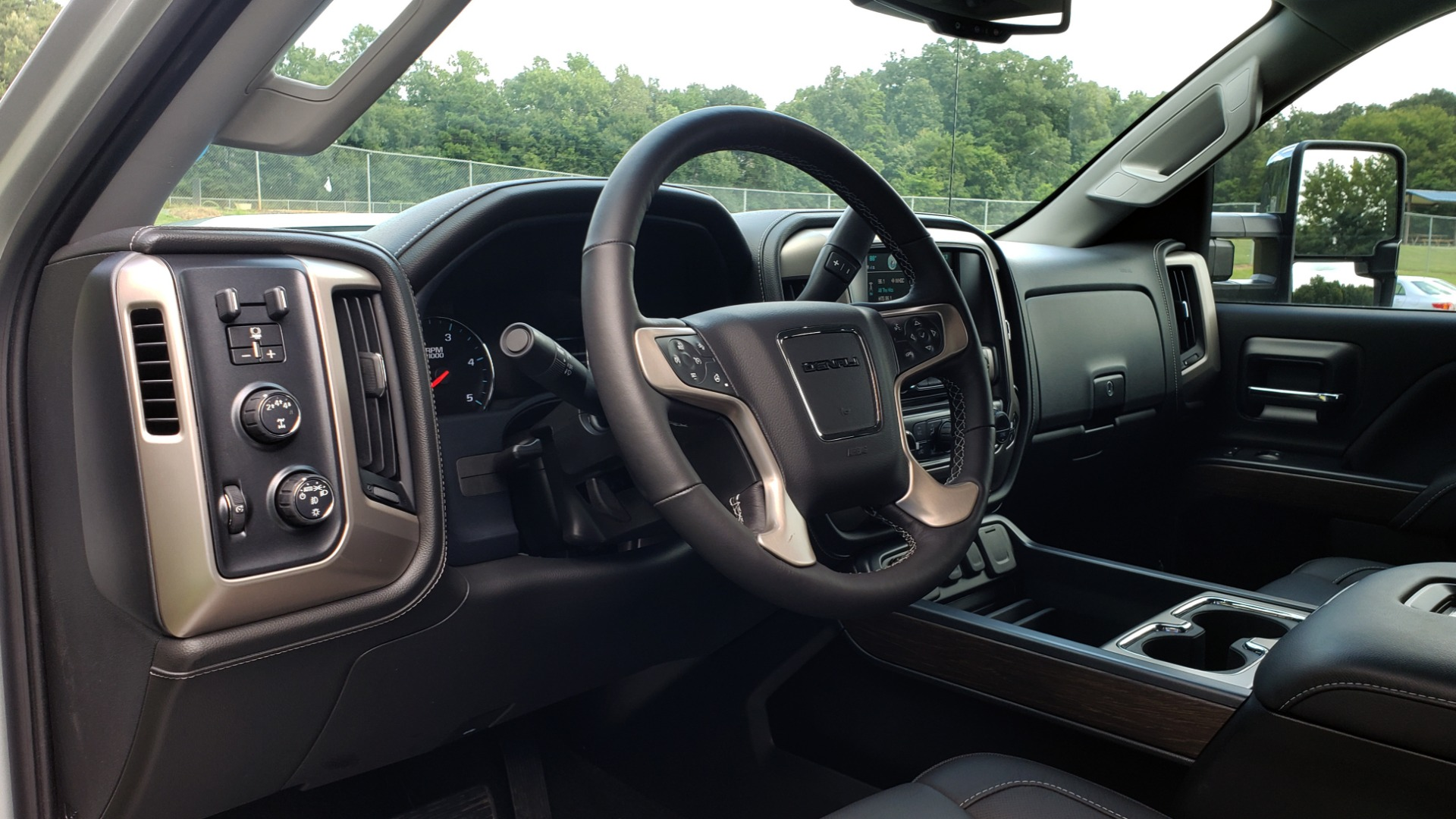 Used 2018 GMC SIERRA 2500HD DENALI 4WD / 6.6L DURAMAX / NAV / SUNROOF / BOSE / REARVIEW for sale Sold at Formula Imports in Charlotte NC 28227 43