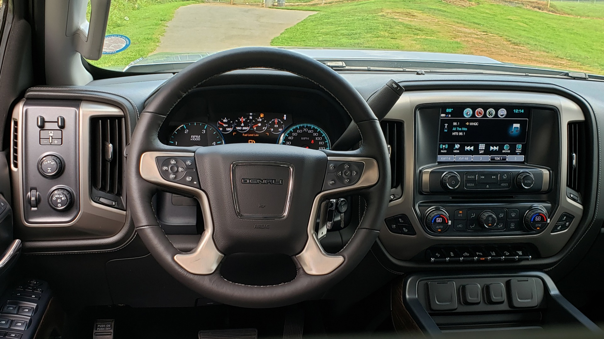 Used 2018 GMC SIERRA 2500HD DENALI 4WD / 6.6L DURAMAX / NAV / SUNROOF / BOSE / REARVIEW for sale Sold at Formula Imports in Charlotte NC 28227 45