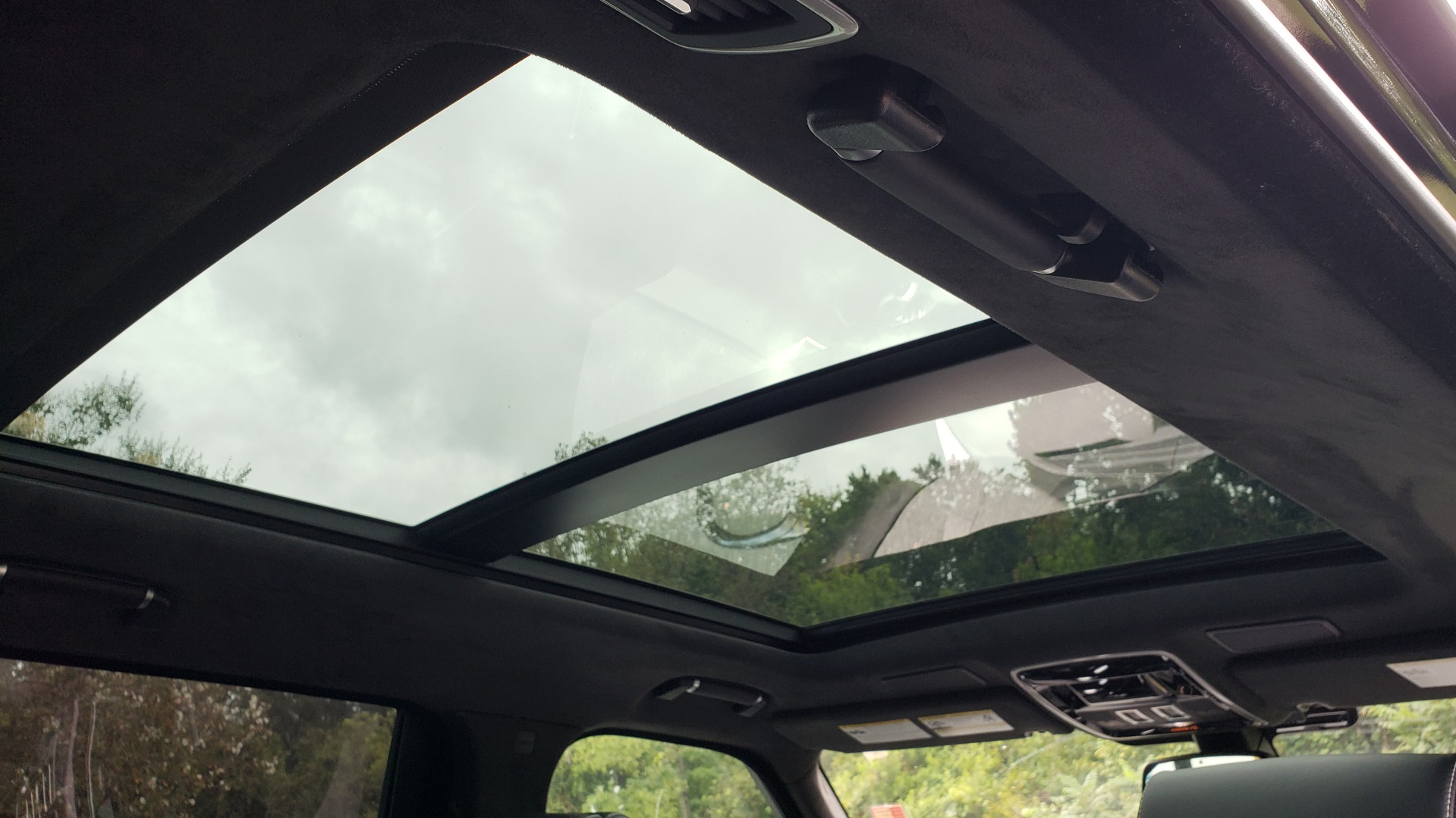 Used 2016 Land Rover RANGE ROVER AUTOBIOGRAPHY / SC-V8 / LWB / PANO-ROOF / NAV / MERIDIAN / ENT / REARVIEW for sale Sold at Formula Imports in Charlotte NC 28227 101
