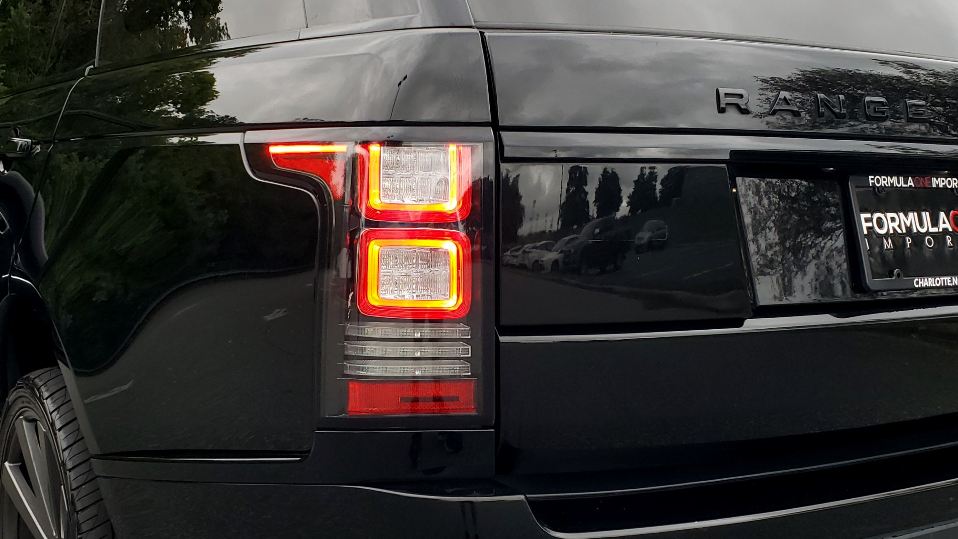 Used 2016 Land Rover RANGE ROVER AUTOBIOGRAPHY / SC-V8 / LWB / PANO-ROOF / NAV / MERIDIAN / ENT / REARVIEW for sale $71,495 at Formula Imports in Charlotte NC 28227 36
