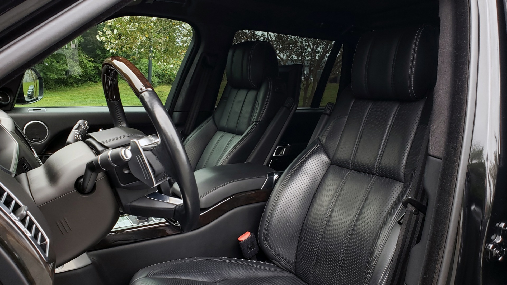 Used 2016 Land Rover RANGE ROVER AUTOBIOGRAPHY / SC-V8 / LWB / PANO-ROOF / NAV / MERIDIAN / ENT / REARVIEW for sale Sold at Formula Imports in Charlotte NC 28227 47
