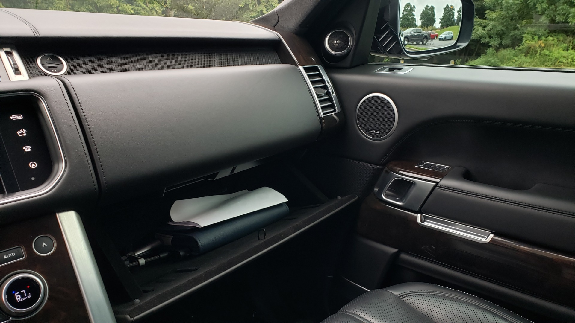 Used 2016 Land Rover RANGE ROVER AUTOBIOGRAPHY / SC-V8 / LWB / PANO-ROOF / NAV / MERIDIAN / ENT / REARVIEW for sale $71,495 at Formula Imports in Charlotte NC 28227 65