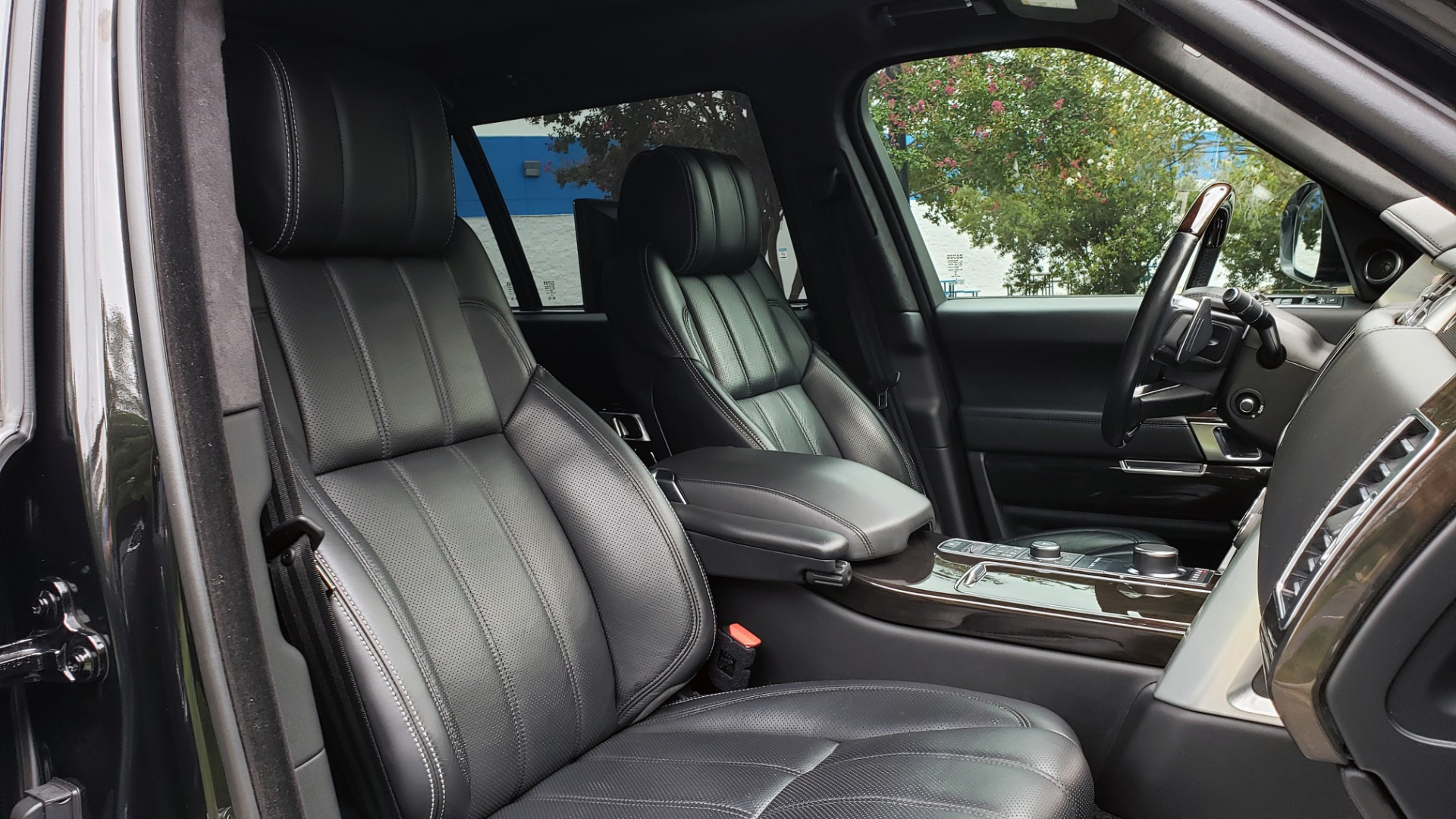 Used 2016 Land Rover RANGE ROVER AUTOBIOGRAPHY / SC-V8 / LWB / PANO-ROOF / NAV / MERIDIAN / ENT / REARVIEW for sale $71,495 at Formula Imports in Charlotte NC 28227 85