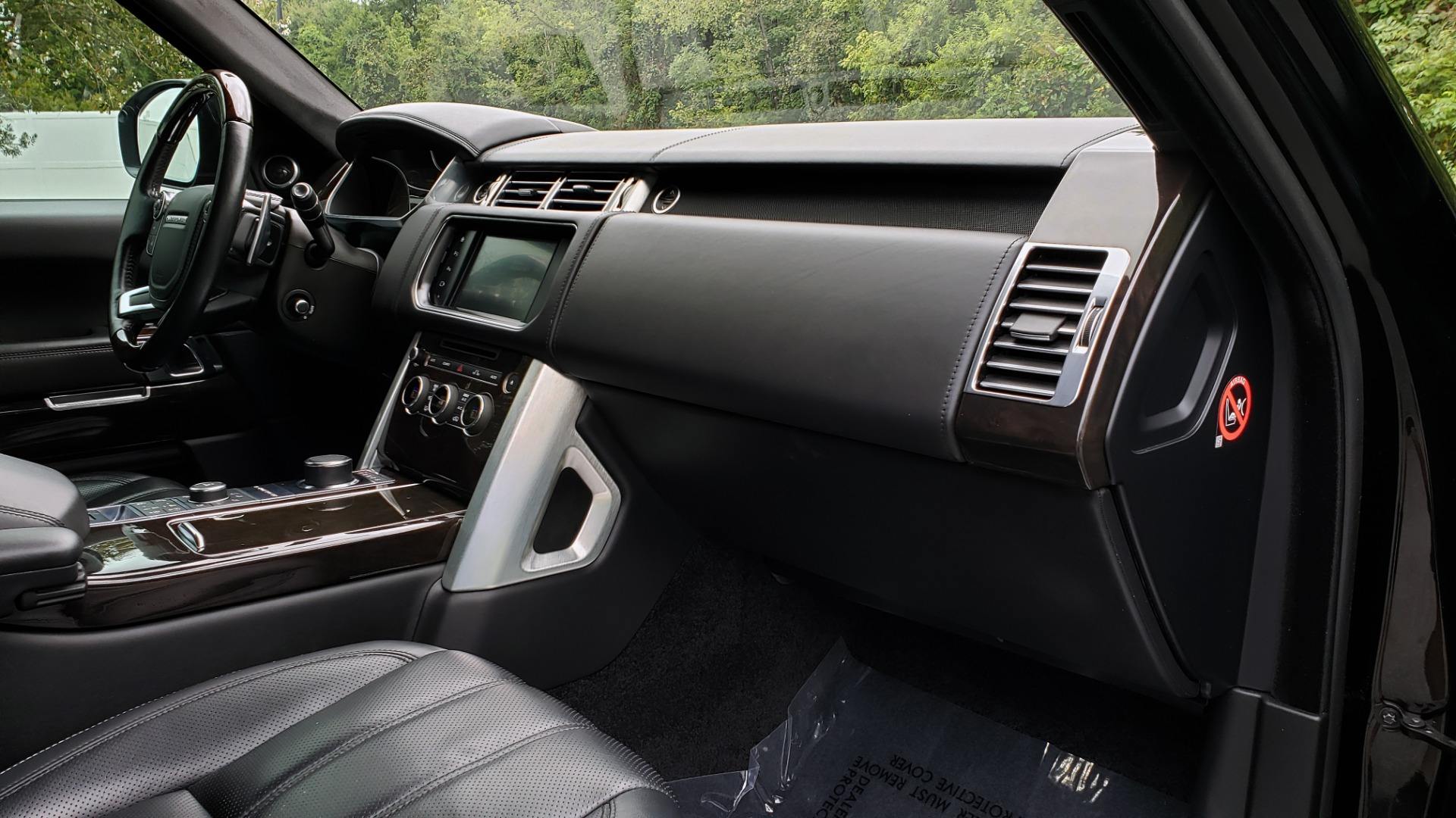 Used 2016 Land Rover RANGE ROVER AUTOBIOGRAPHY / SC-V8 / LWB / PANO-ROOF / NAV / MERIDIAN / ENT / REARVIEW for sale $71,495 at Formula Imports in Charlotte NC 28227 86