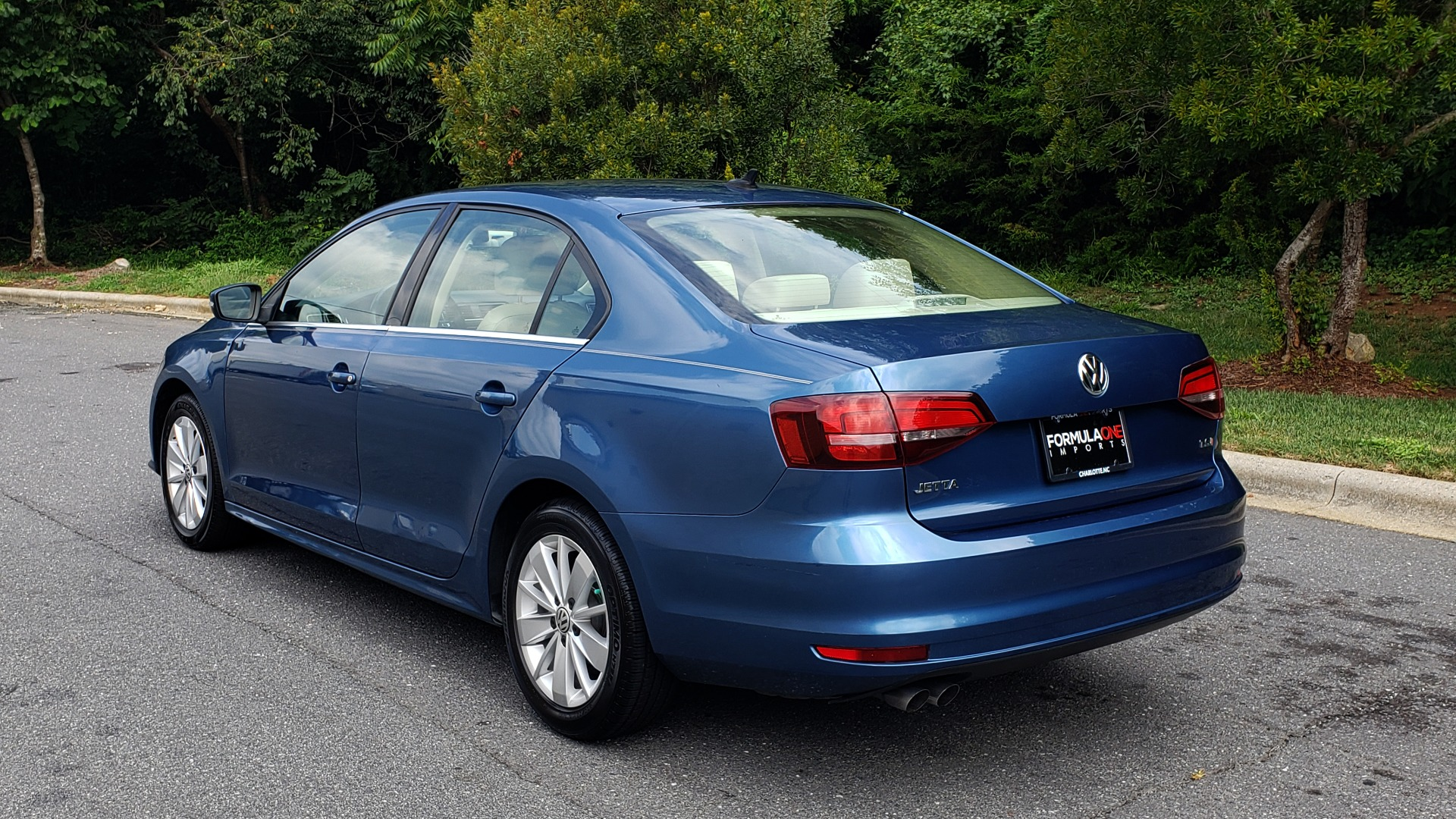 Used 2016 Volkswagen JETTA SEDAN 1.4T SE W/ CONNECTIVITY / 6-SPD AUTO / HTD STS / SUNROOF / REARVIEW for sale Sold at Formula Imports in Charlotte NC 28227 3