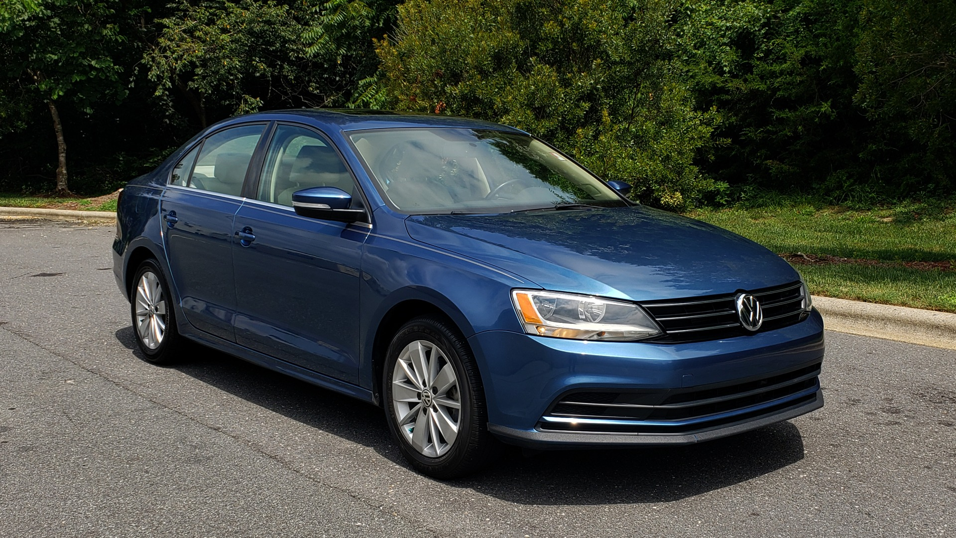 Used 2016 Volkswagen JETTA SEDAN 1.4T SE W/ CONNECTIVITY / 6-SPD AUTO / HTD STS / SUNROOF / REARVIEW for sale Sold at Formula Imports in Charlotte NC 28227 4