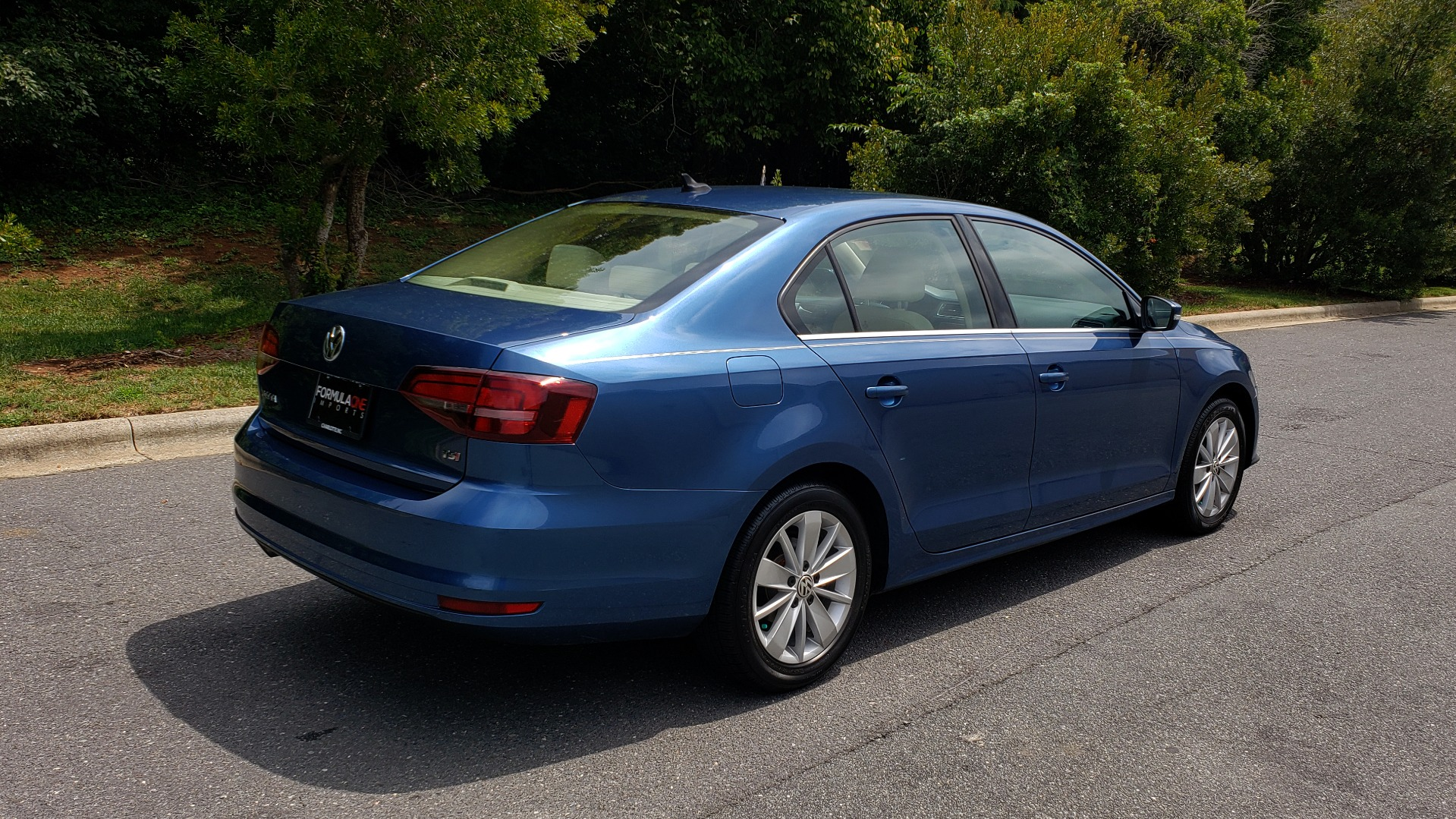 Used 2016 Volkswagen JETTA SEDAN 1.4T SE W/ CONNECTIVITY / 6-SPD AUTO / HTD STS / SUNROOF / REARVIEW for sale Sold at Formula Imports in Charlotte NC 28227 6