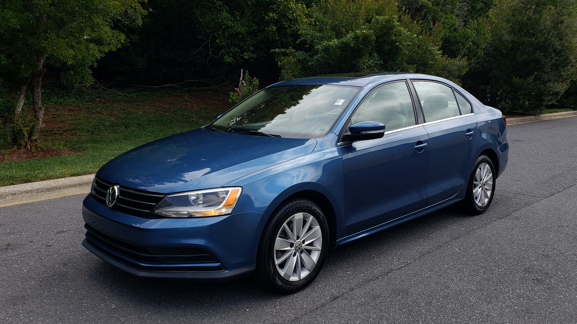 Used 2016 Volkswagen JETTA SEDAN 1.4T SE W/ CONNECTIVITY / 6-SPD AUTO / HTD STS / SUNROOF / REARVIEW for sale Sold at Formula Imports in Charlotte NC 28227 1