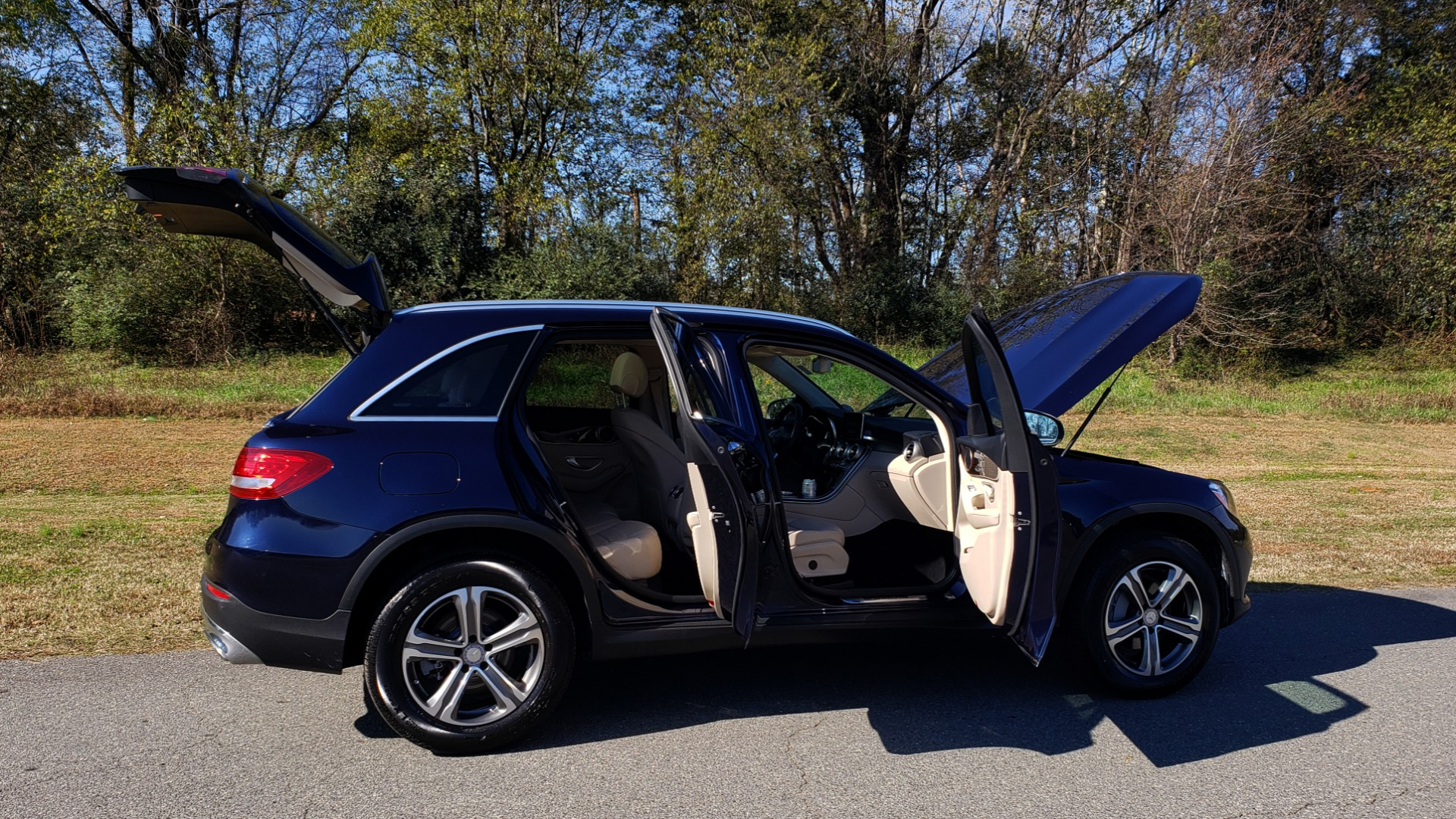 Used 2017 Mercedes-Benz GLC 300 4MATIC / PREM / NAV / KEYLESS-GO / SUNROOF / REARVIEW for sale Sold at Formula Imports in Charlotte NC 28227 15