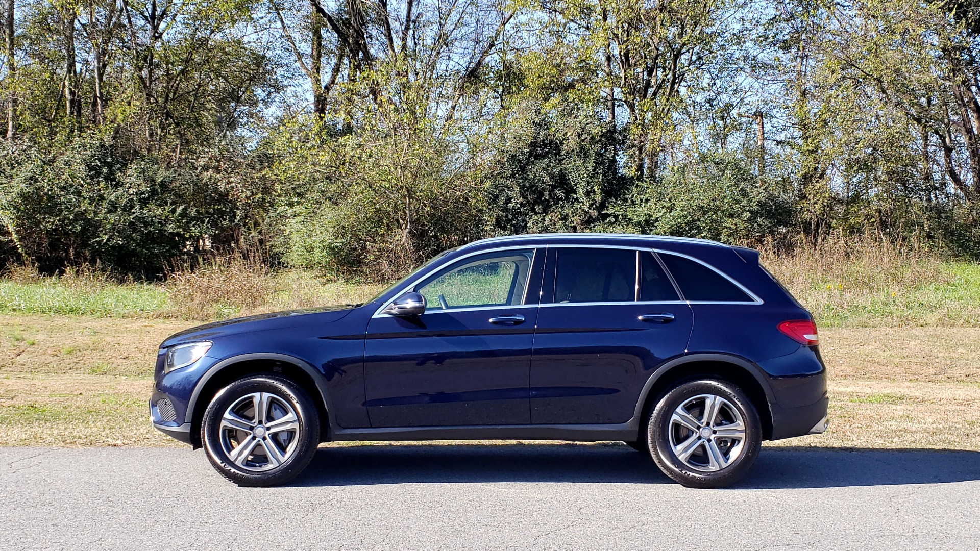 Used 2017 Mercedes-Benz GLC 300 4MATIC / PREM / NAV / KEYLESS-GO / SUNROOF / REARVIEW for sale Sold at Formula Imports in Charlotte NC 28227 2