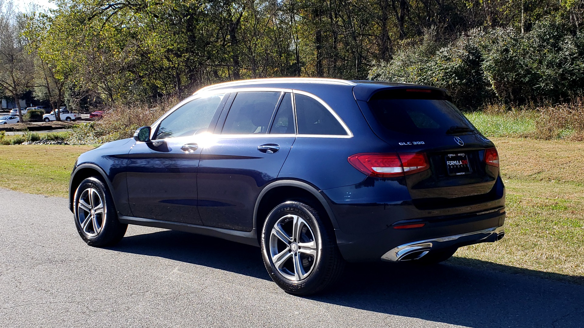 Used 2017 Mercedes-Benz GLC 300 4MATIC / PREM / NAV / KEYLESS-GO / SUNROOF / REARVIEW for sale Sold at Formula Imports in Charlotte NC 28227 3