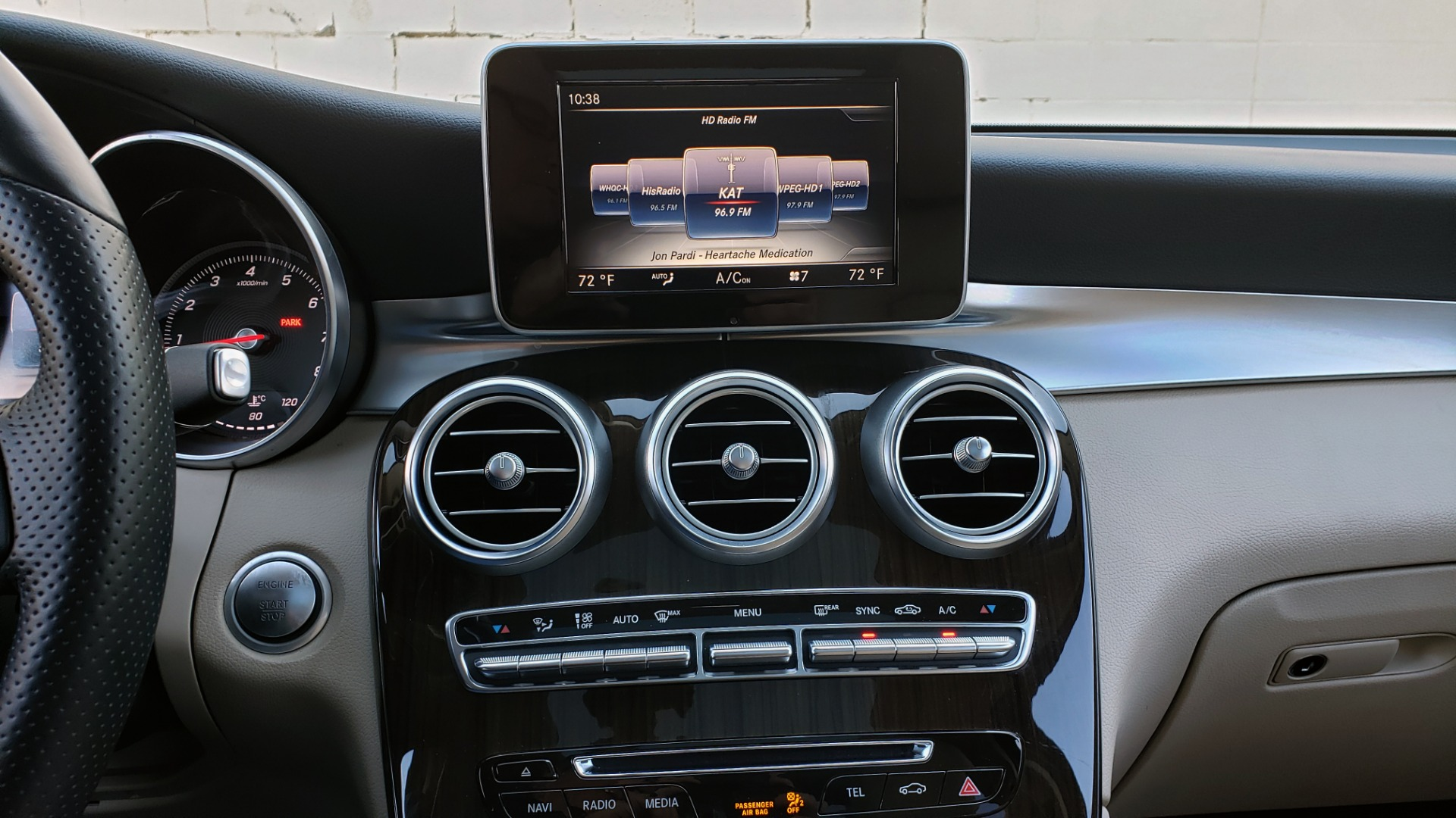Used 2017 Mercedes-Benz GLC 300 4MATIC / PREM / NAV / KEYLESS-GO / SUNROOF / REARVIEW for sale Sold at Formula Imports in Charlotte NC 28227 39
