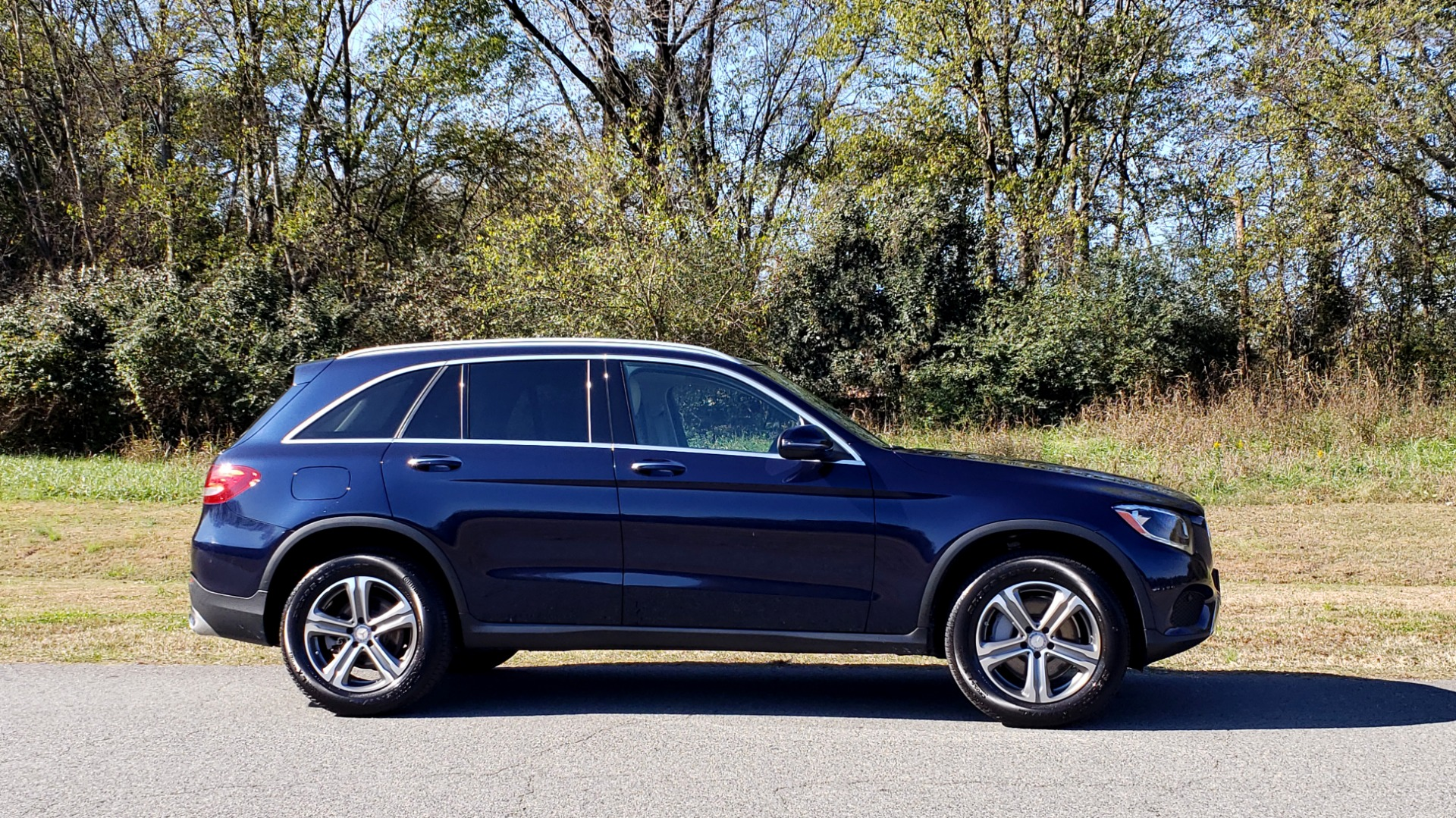 Used 2017 Mercedes-Benz GLC 300 4MATIC / PREM / NAV / KEYLESS-GO / SUNROOF / REARVIEW for sale Sold at Formula Imports in Charlotte NC 28227 5