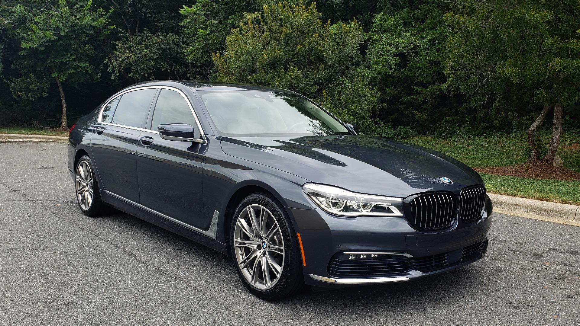 Used 2016 BMW 7 SERIES 750I EXEC PKG / DRVR ASST PLUS / CLD WTHR / SKY LOUNGE ROOF for sale Sold at Formula Imports in Charlotte NC 28227 4