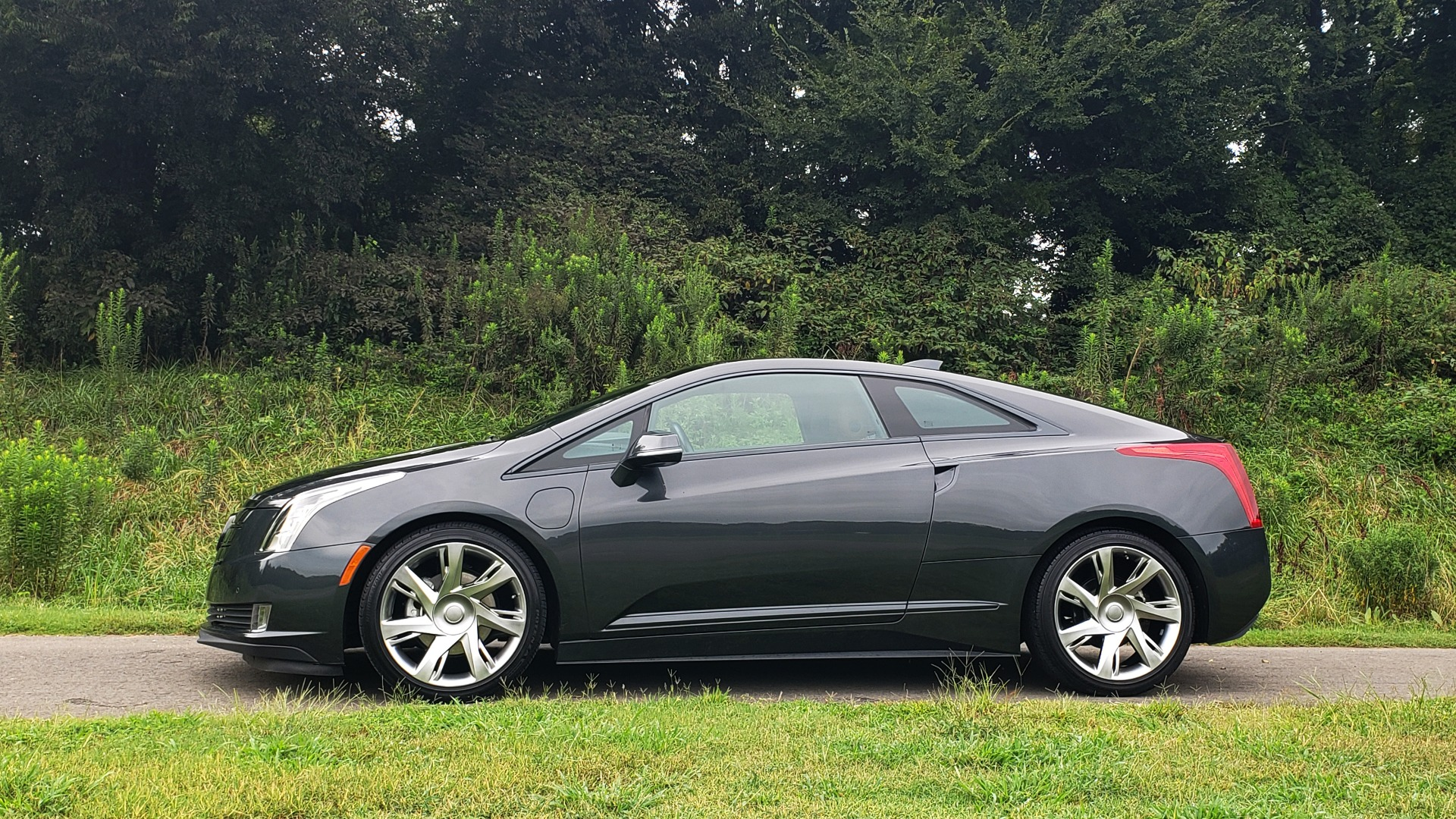 Used 2014 Cadillac ELR 2DR COUPE / HYBRID / NAV / BOSE / HEATED SEATS / REARVIEW for sale $34,000 at Formula Imports in Charlotte NC 28227 4