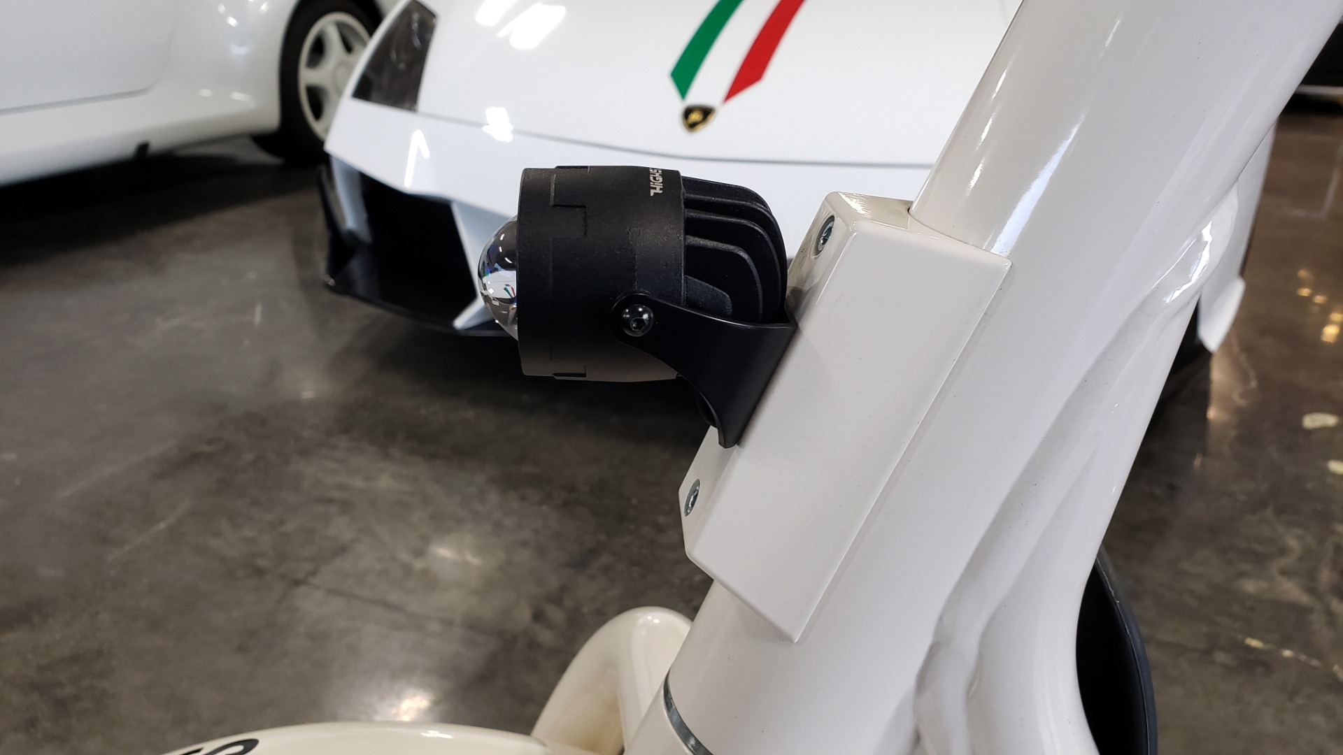 Used 2018 SCROOSER ELECTRIC SCOOTER SELF BALANCED / CUSTOM WHITE / 15.5 MPH / 34 MI RANGE for sale $1,699 at Formula Imports in Charlotte NC 28227 12
