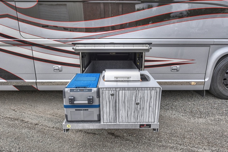 Used 2017 NEWELL 45' COACH QUAD-SLIDE OUT / 2020P PORSCHE DESIGN ADVANCED STYLING for sale Sold at Formula Imports in Charlotte NC 28227 13