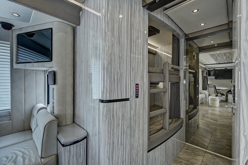 Used 2017 NEWELL 45' COACH QUAD-SLIDE OUT / 2020P PORSCHE DESIGN ADVANCED STYLING for sale Sold at Formula Imports in Charlotte NC 28227 24