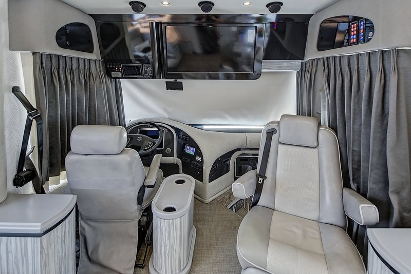 Used 2017 NEWELL 45' COACH QUAD-SLIDE OUT / 2020P PORSCHE DESIGN ADVANCED STYLING for sale Sold at Formula Imports in Charlotte NC 28227 33