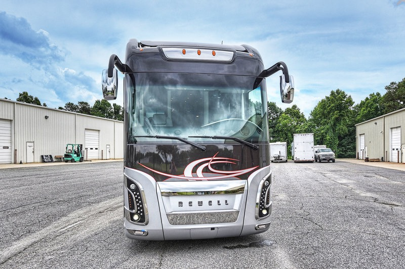 Used 2017 NEWELL 45' COACH QUAD-SLIDE OUT / 2020P PORSCHE DESIGN ADVANCED STYLING for sale Sold at Formula Imports in Charlotte NC 28227 7