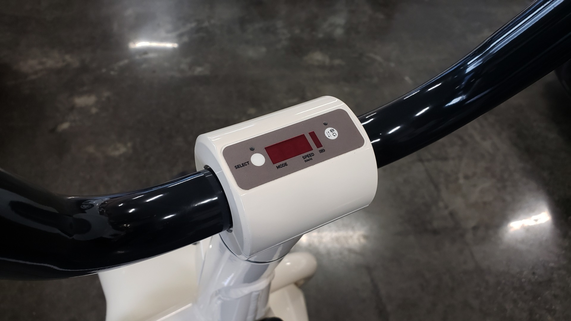 Used 2018 SCROOSER ELECTRIC SCOOTER SELF BALANCED / CUSTOM WHITE / 15.5 MPH / 34 MI RANGE for sale $1,799 at Formula Imports in Charlotte NC 28227 8