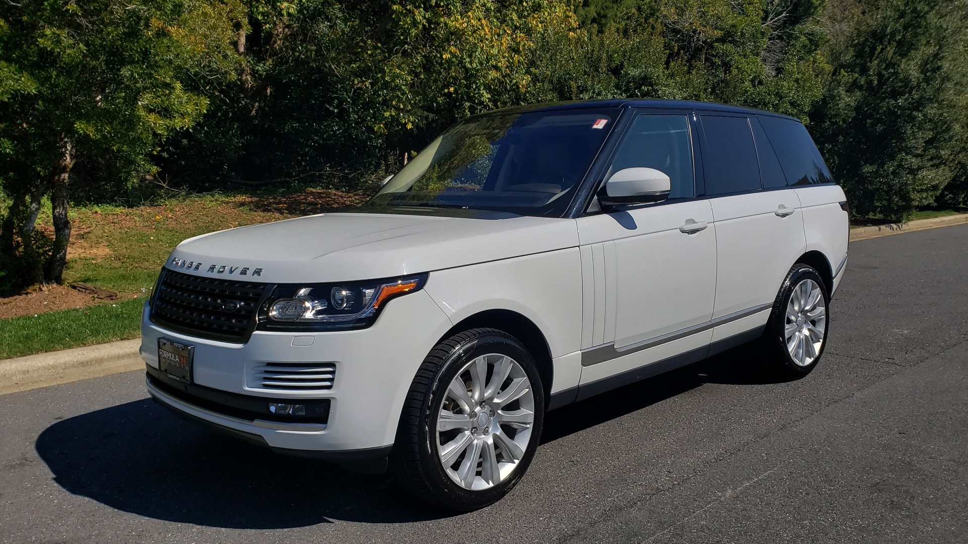 Used 2017 Land Rover RANGE ROVER SE / 4WD / SC V6 / NAV / DRIVE PKG / PANO-ROOF / REARVIEW for sale Sold at Formula Imports in Charlotte NC 28227 3