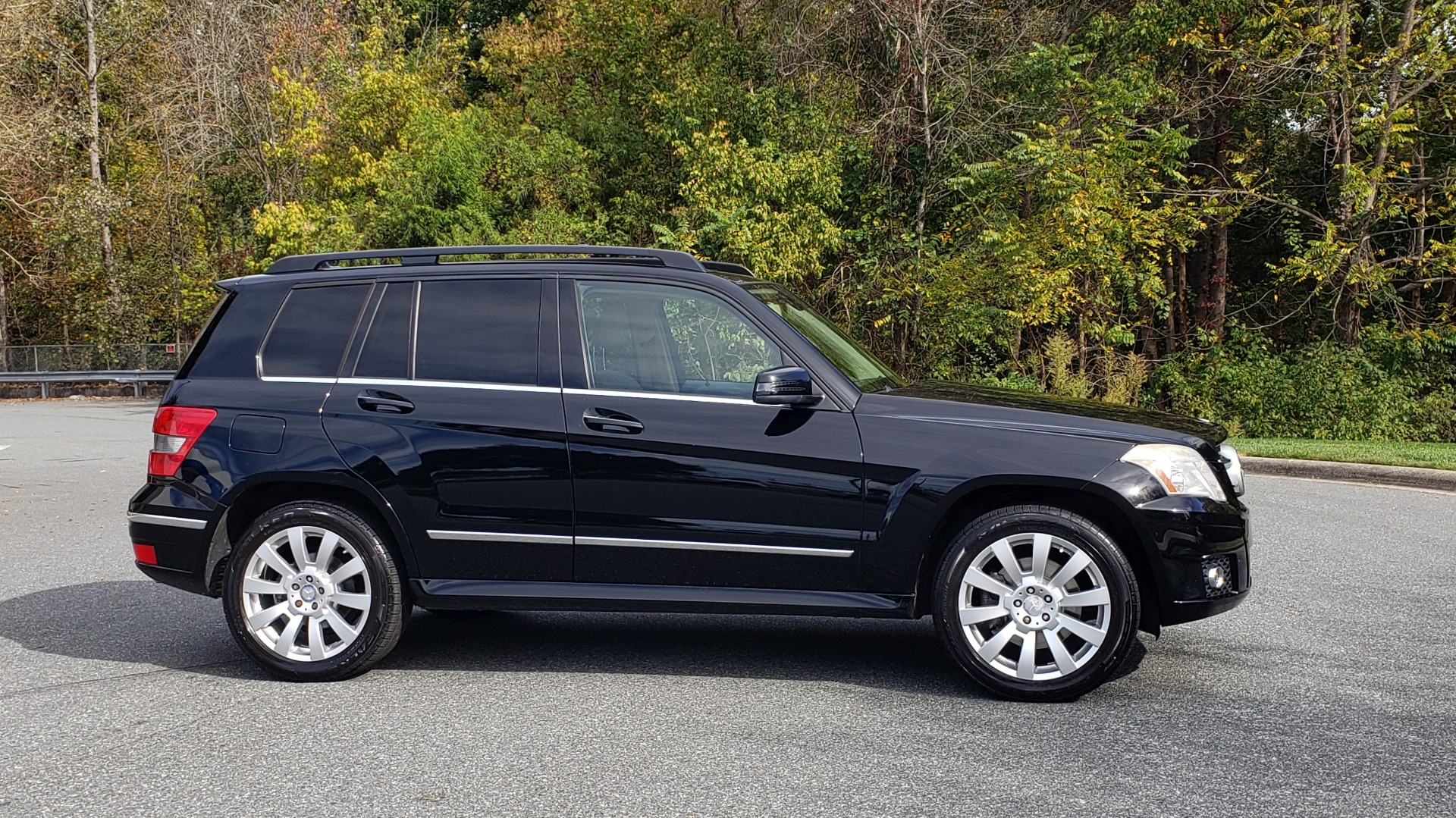 Used 2012 Mercedes-Benz GLK-CLASS GLK 350 4MATIC / PREM PKG / SUNROOF / KEYLESS-GO / NAV / REARVIEW for sale Sold at Formula Imports in Charlotte NC 28227 5