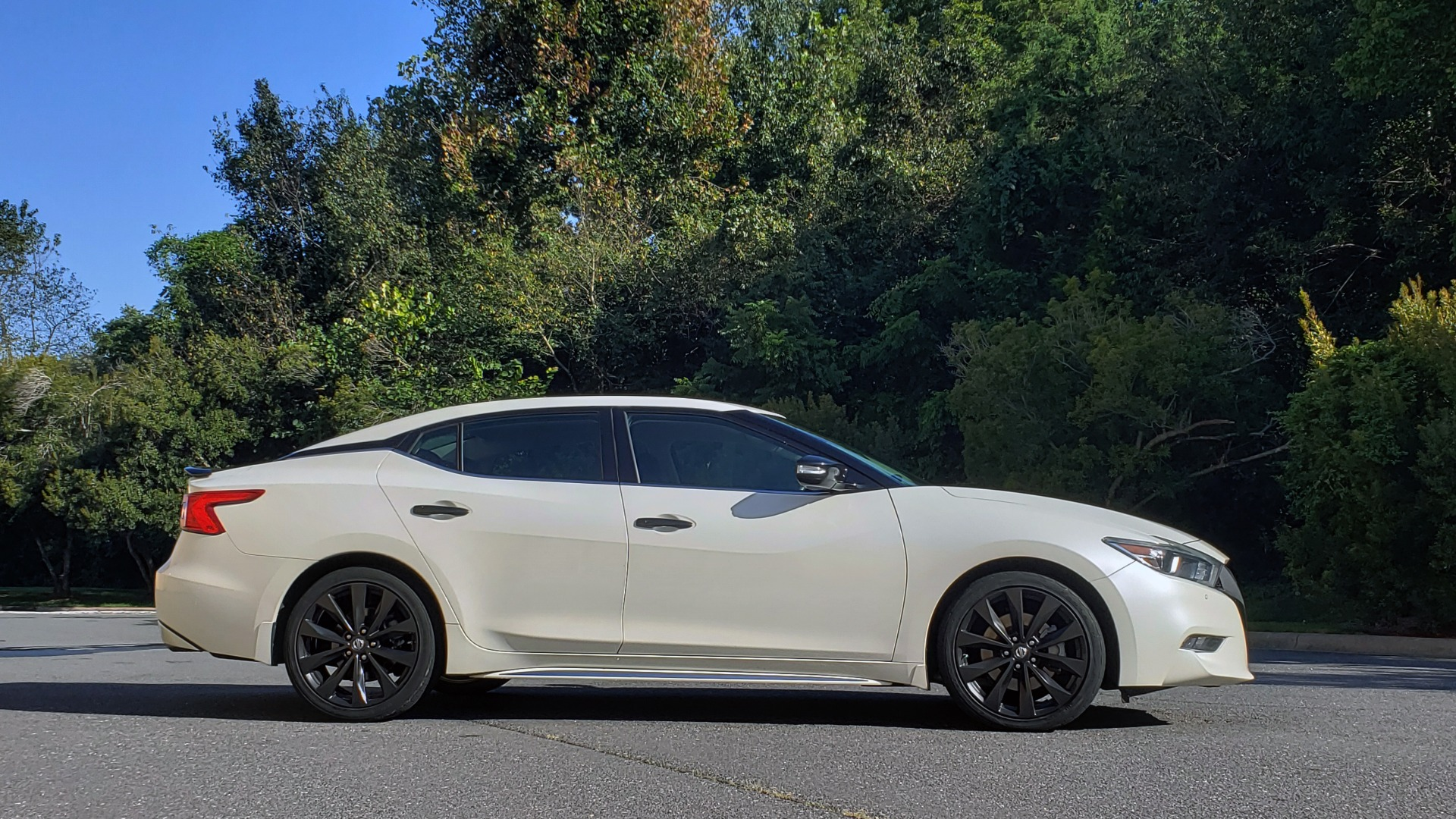 Used 2016 Nissan MAXIMA 3.5 SR / NAV / BOSE / VENT STS / CVT / REARVIEW for sale Sold at Formula Imports in Charlotte NC 28227 11