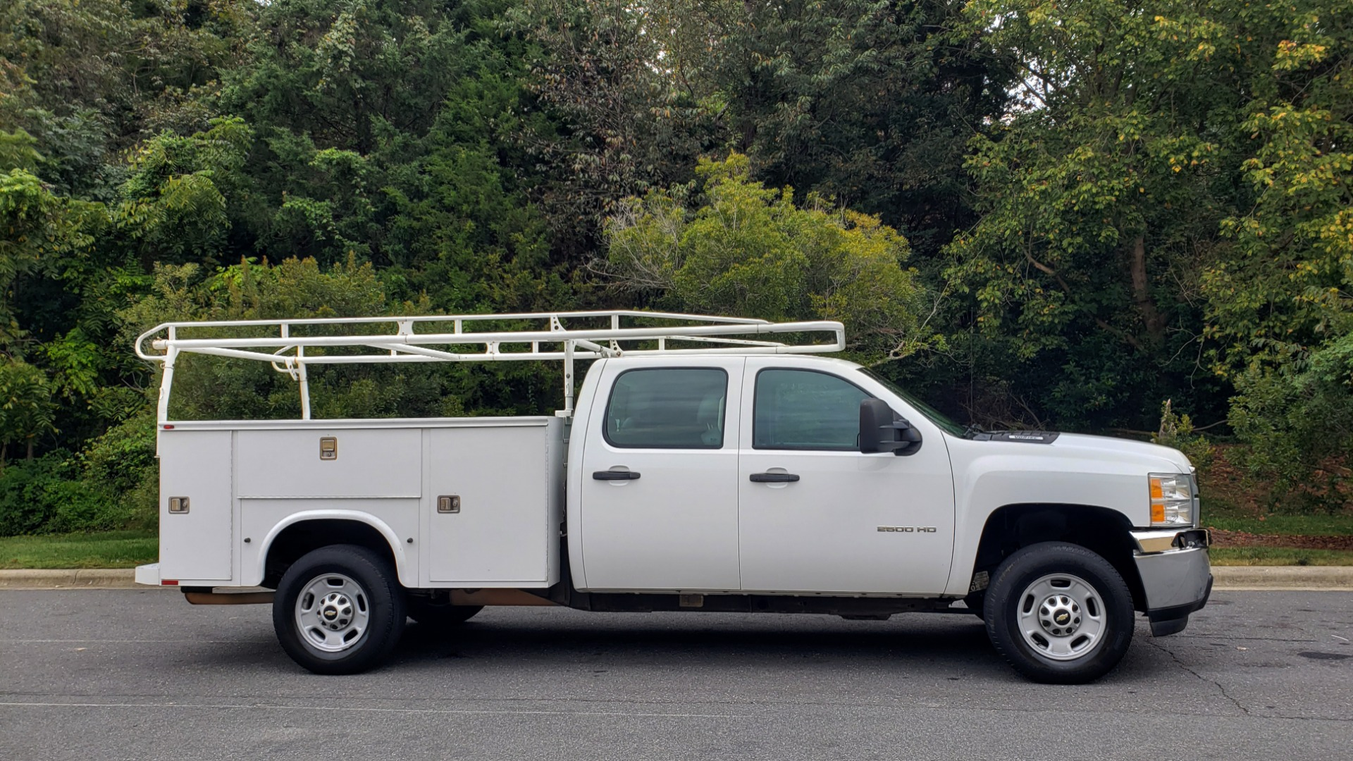 Used 2013 Chevrolet SILVERADO 2500HD WORK TRUCK 4WD / 6.0L V8 / AUTO / TOOL BOX / CLEAN for sale Sold at Formula Imports in Charlotte NC 28227 10