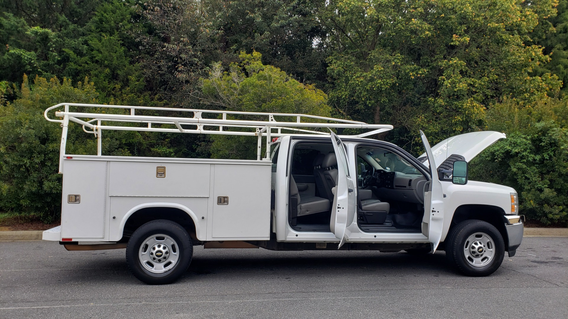 Used 2013 Chevrolet SILVERADO 2500HD WORK TRUCK 4WD / 6.0L V8 / AUTO / TOOL BOX / CLEAN for sale Sold at Formula Imports in Charlotte NC 28227 12
