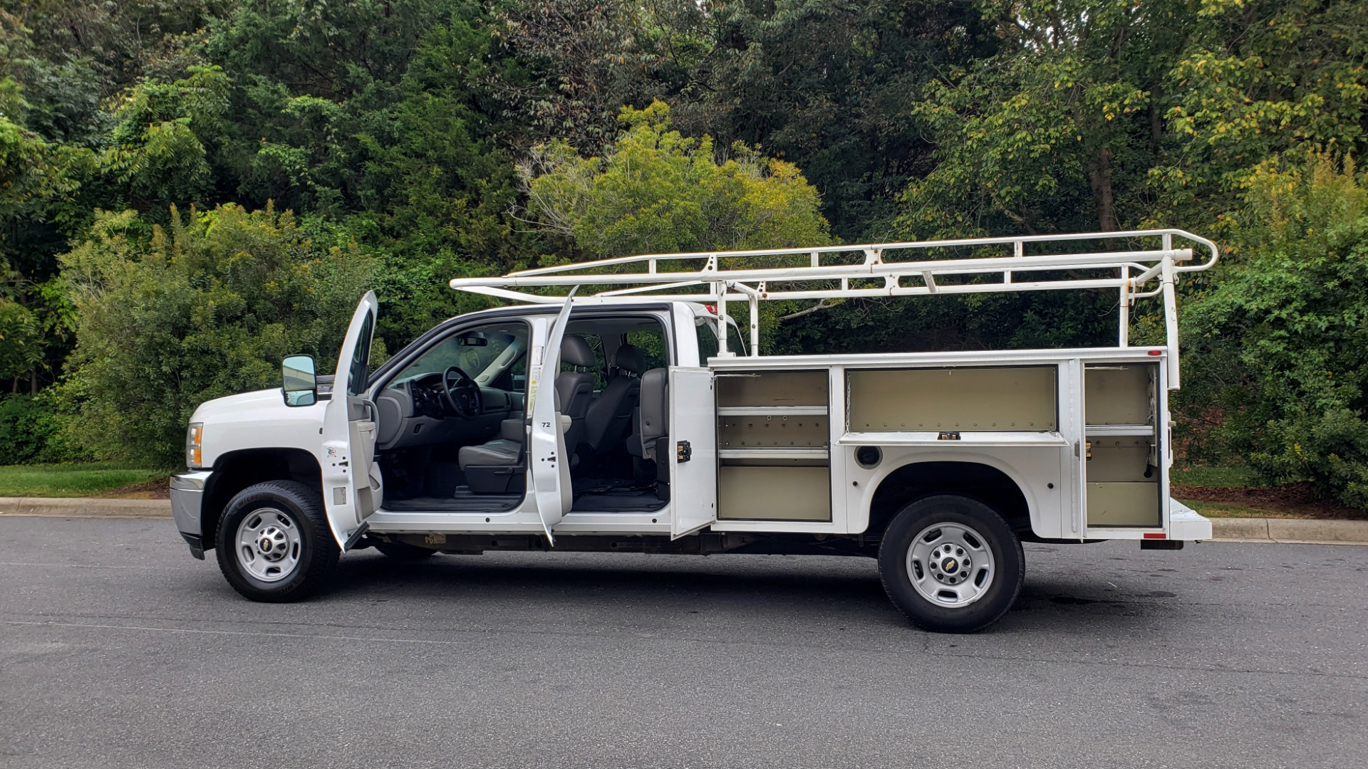 Used 2013 Chevrolet SILVERADO 2500HD WORK TRUCK 4WD / 6.0L V8 / AUTO / TOOL BOX / CLEAN for sale Sold at Formula Imports in Charlotte NC 28227 4