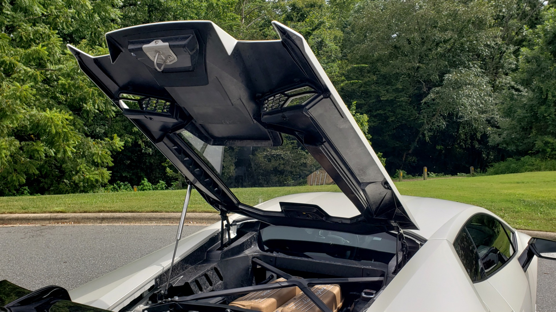 Used 2018 Lamborghini HURACAN PERFORMANTE 5.2L V10 / 630HP / 7-SPD AUTO / AWD / NAV / PREM SND for sale $269,995 at Formula Imports in Charlotte NC 28227 31