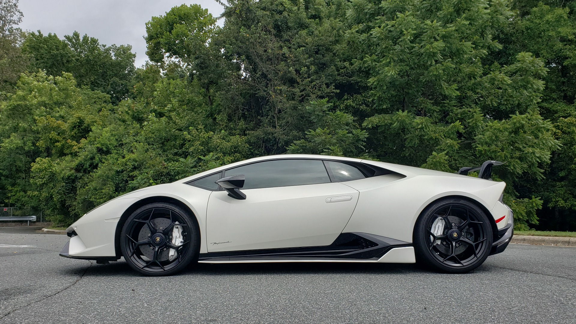 Used 2018 Lamborghini HURACAN PERFORMANTE 5.2L V10 / 630HP / 7-SPD AUTO / AWD / NAV / PREM SND for sale $269,995 at Formula Imports in Charlotte NC 28227 4