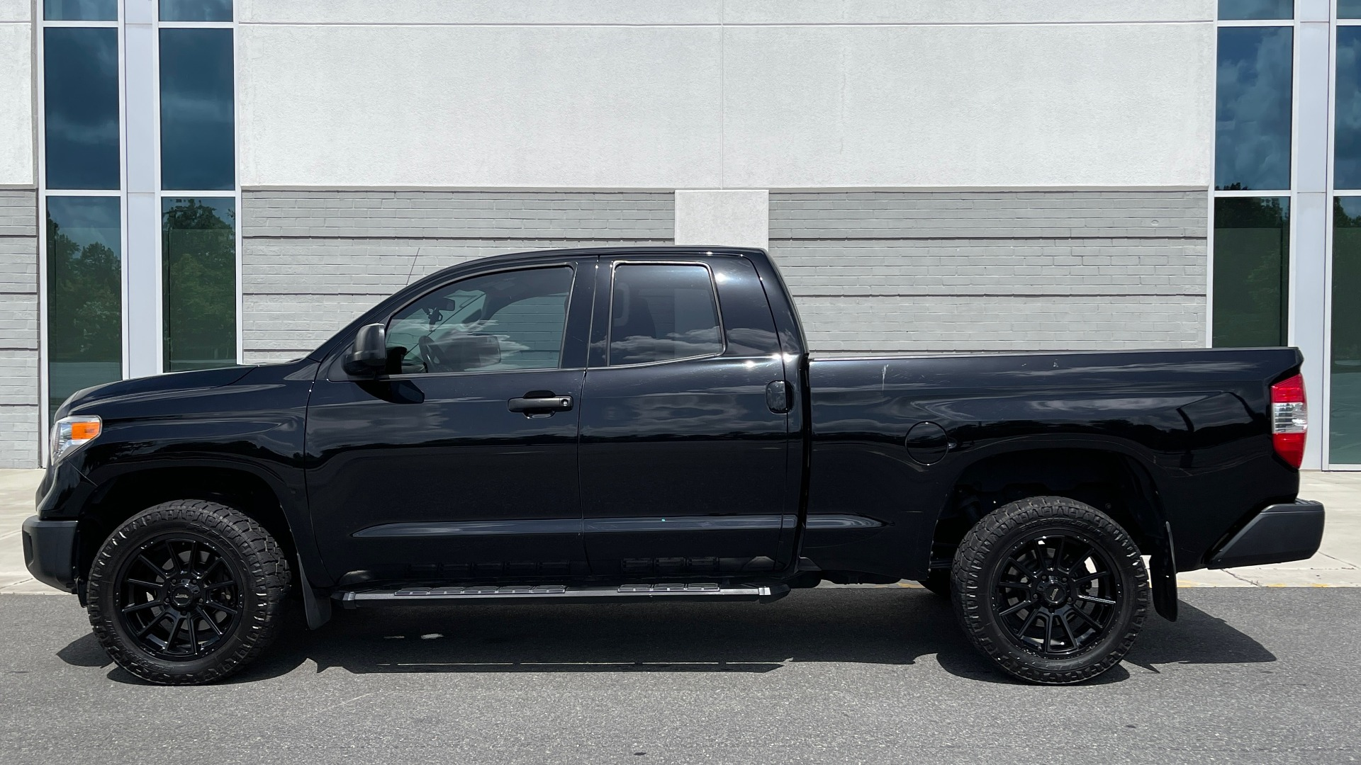 Used 2017 Toyota TUNDRA 4WD SR DOUBLECAB / 4WD / 6.5' BED / V8 / AUTO / REARVIEW for sale Sold at Formula Imports in Charlotte NC 28227 3