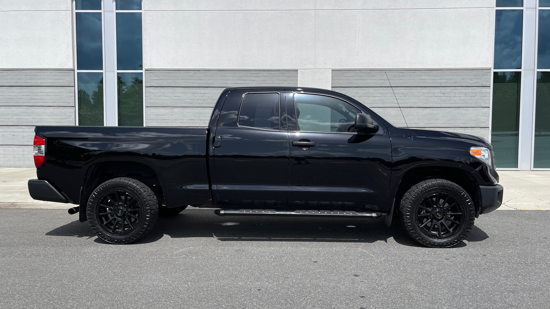 Used 2017 Toyota TUNDRA 4WD SR DOUBLECAB / 4WD / 6.5' BED / V8 / AUTO / REARVIEW for sale Sold at Formula Imports in Charlotte NC 28227 6