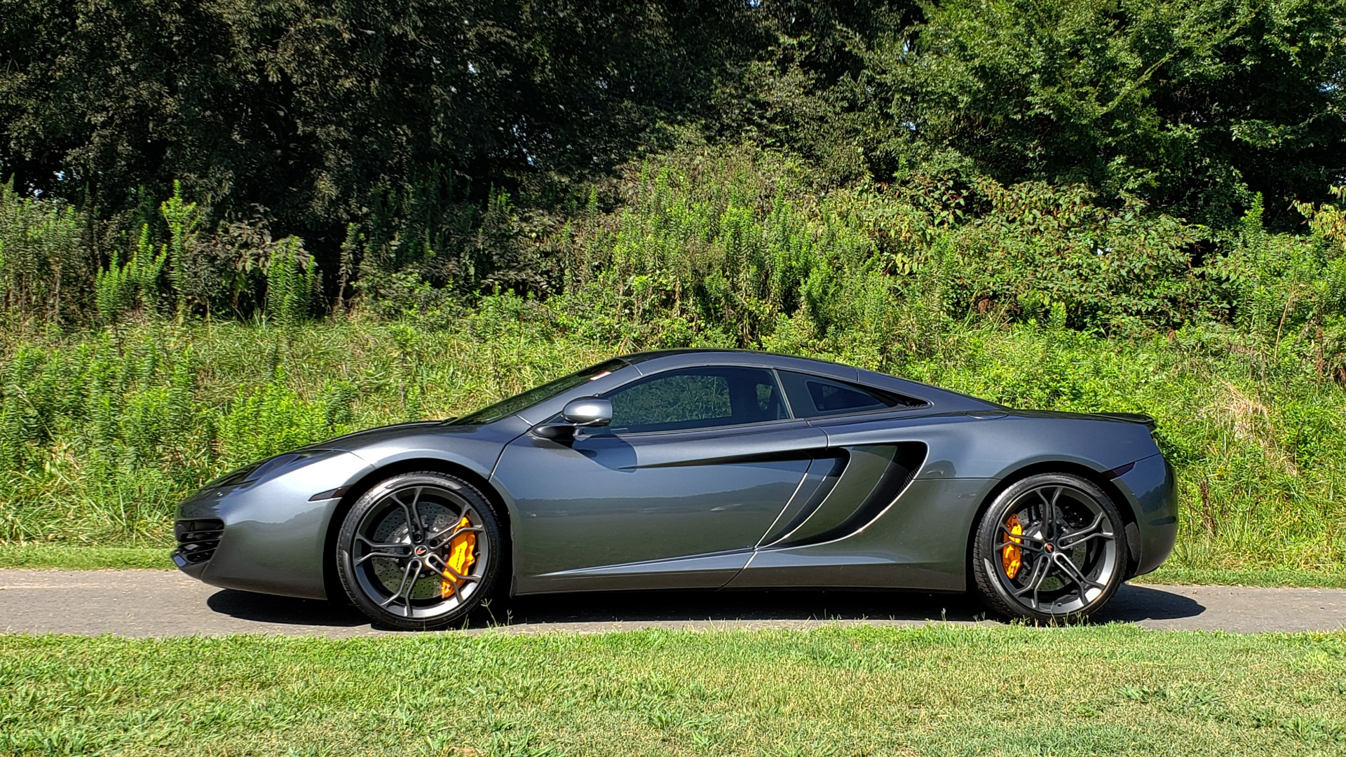 Used 2012 McLaren MP4-12C COUPE / 3.8 L V8 592HP / AUTO / NAV / CCB / LOW MILES for sale Sold at Formula Imports in Charlotte NC 28227 10